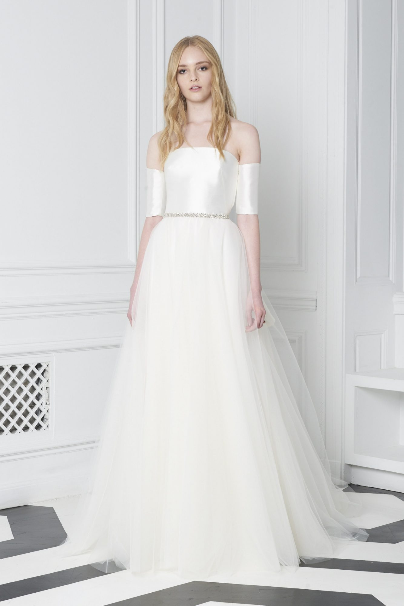 Monique Lhuillier Bliss Fall 2018 Off-the-Shoulder Ball Gown with Full Tulle Skirt