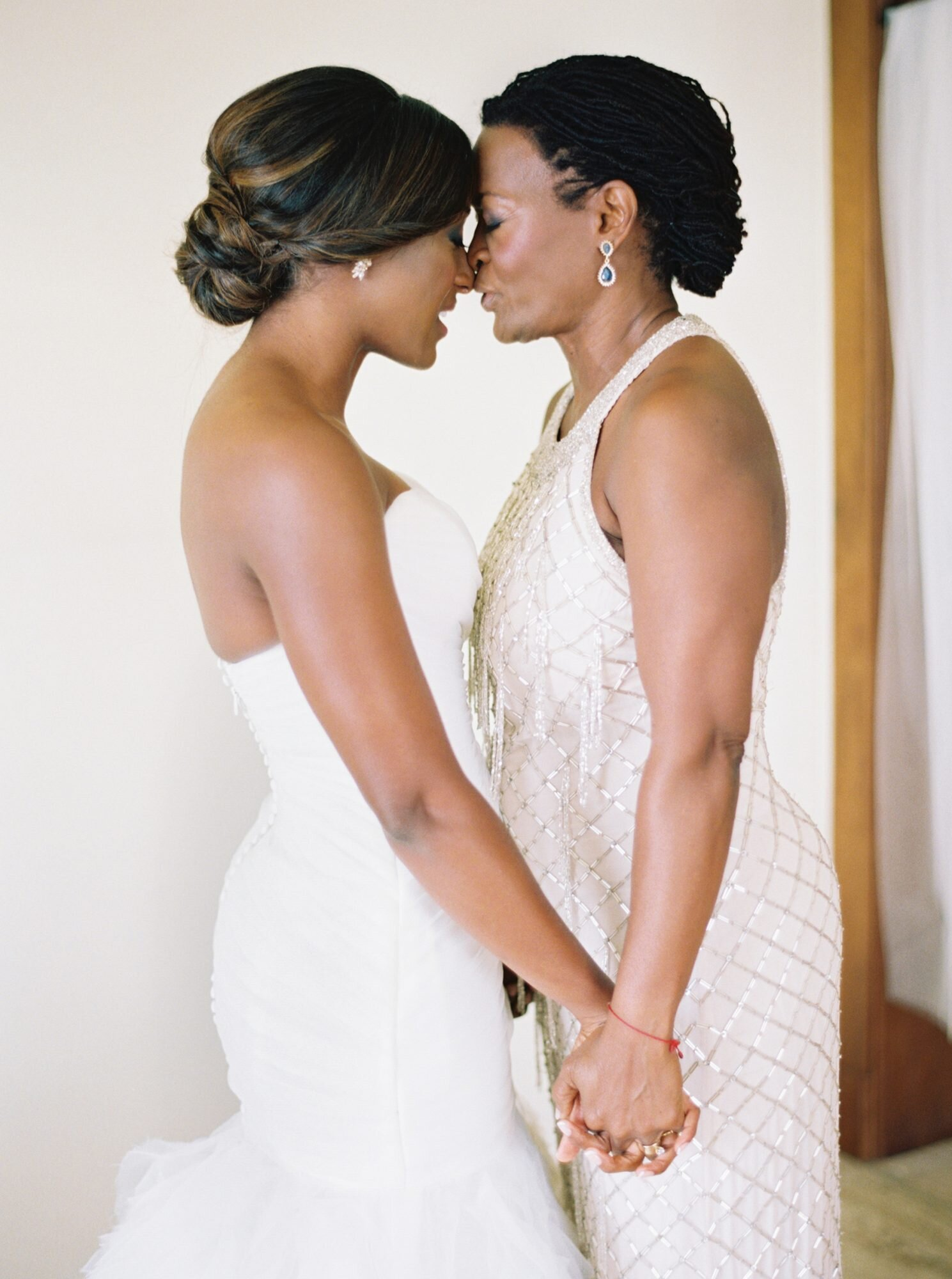 26 Mother Of The Bride Hairstyles That Ll Make Her Feel Special Martha Stewart