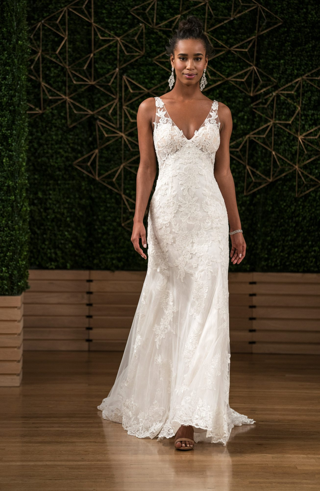 maggie sottero wedding dress fall 2018 lace v neck sleeveless