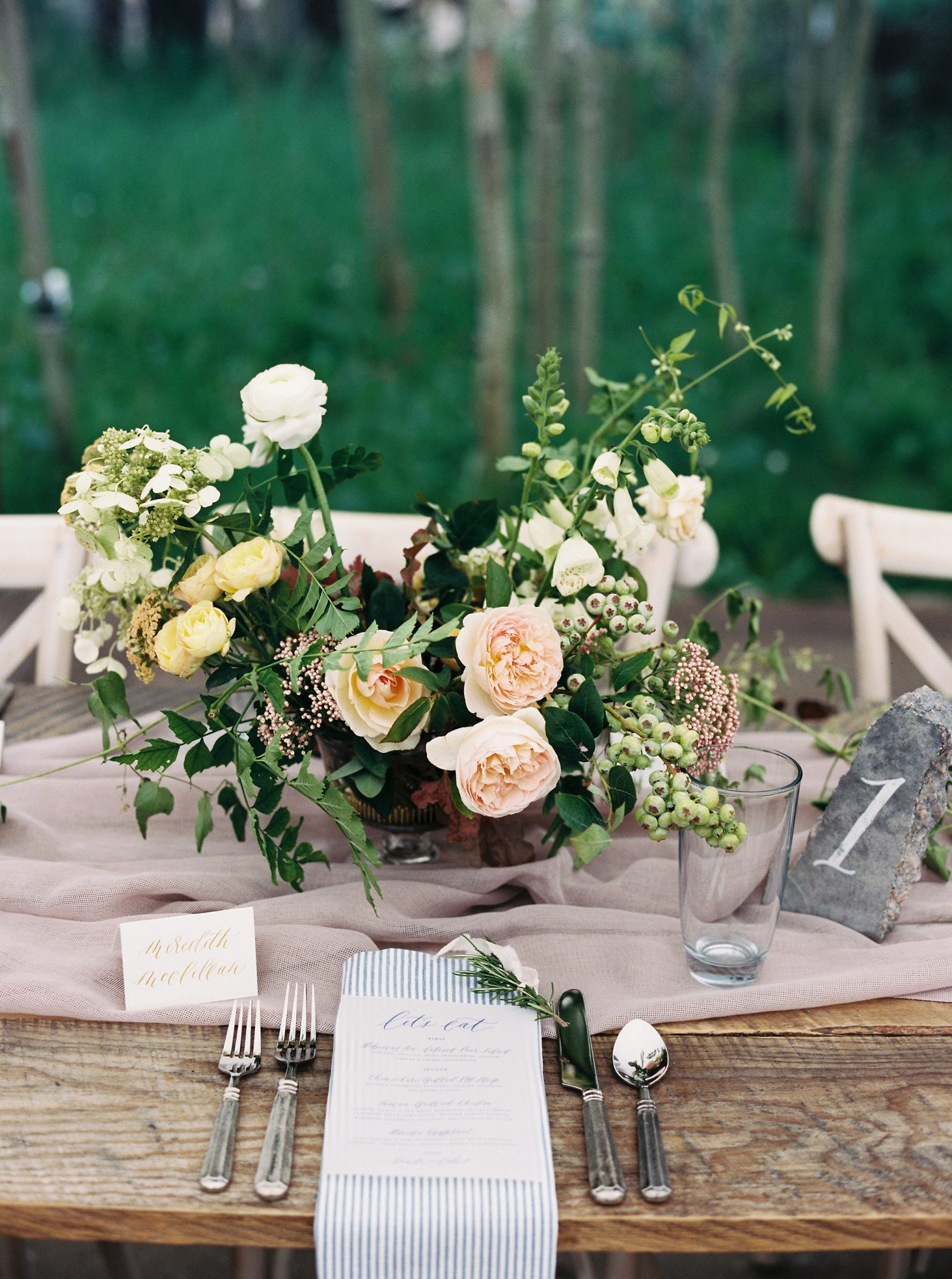 floral centerpiece place setting