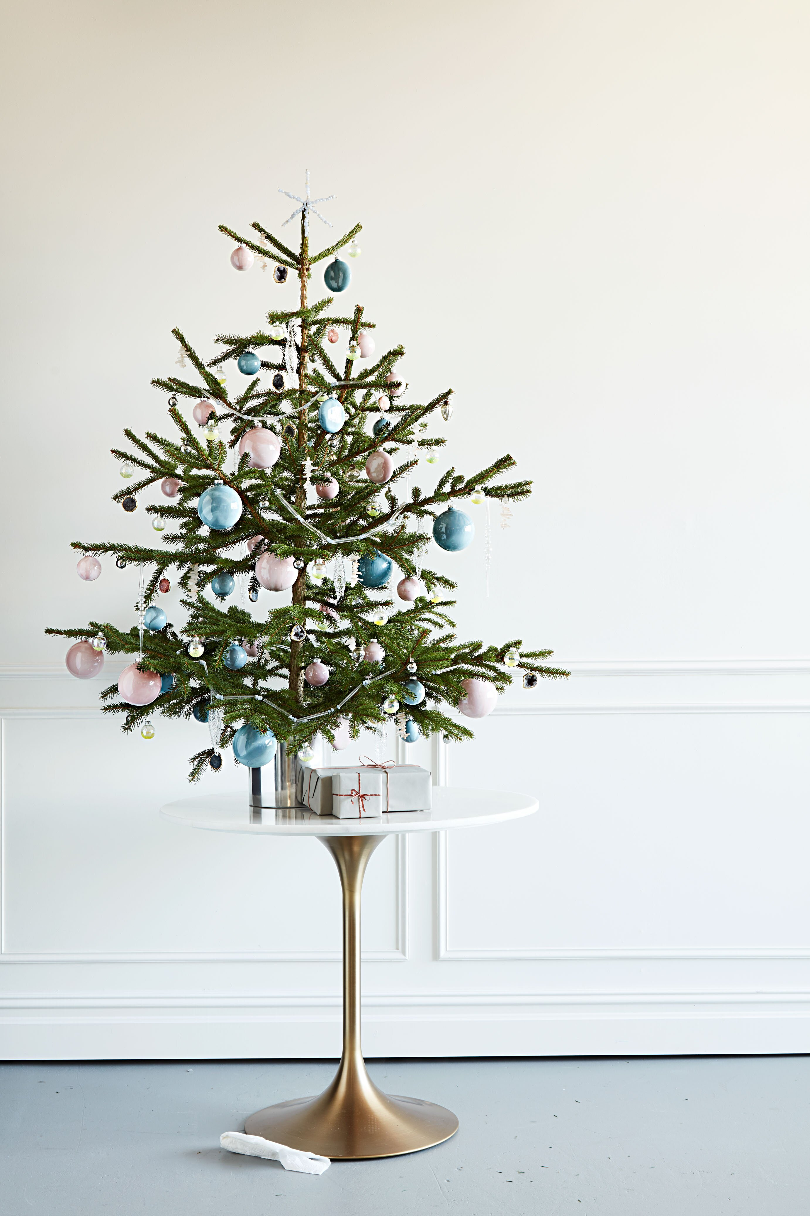 How to Decorate a Crystal Inspired Christmas Tree