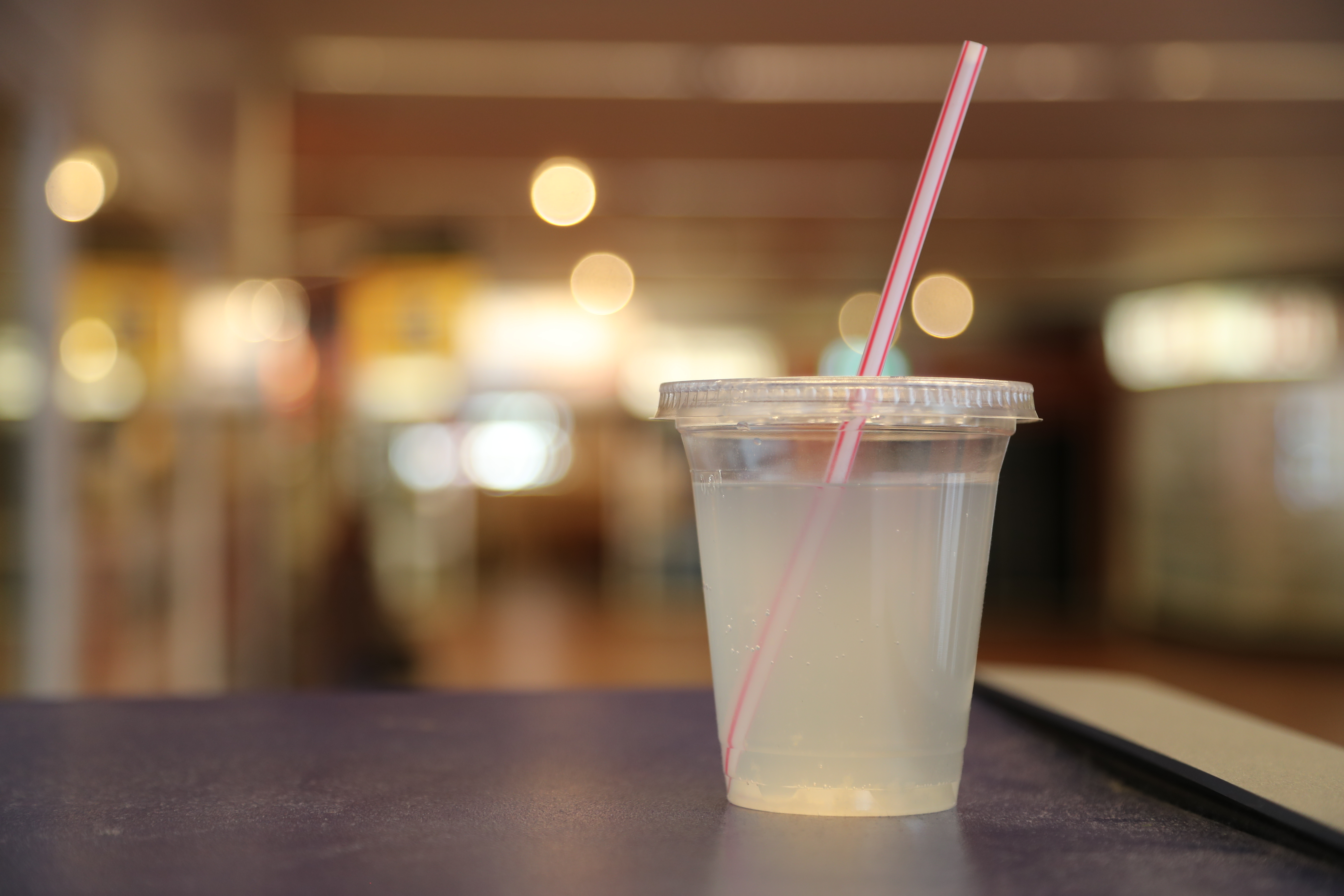 plastic cup lemonade with straw