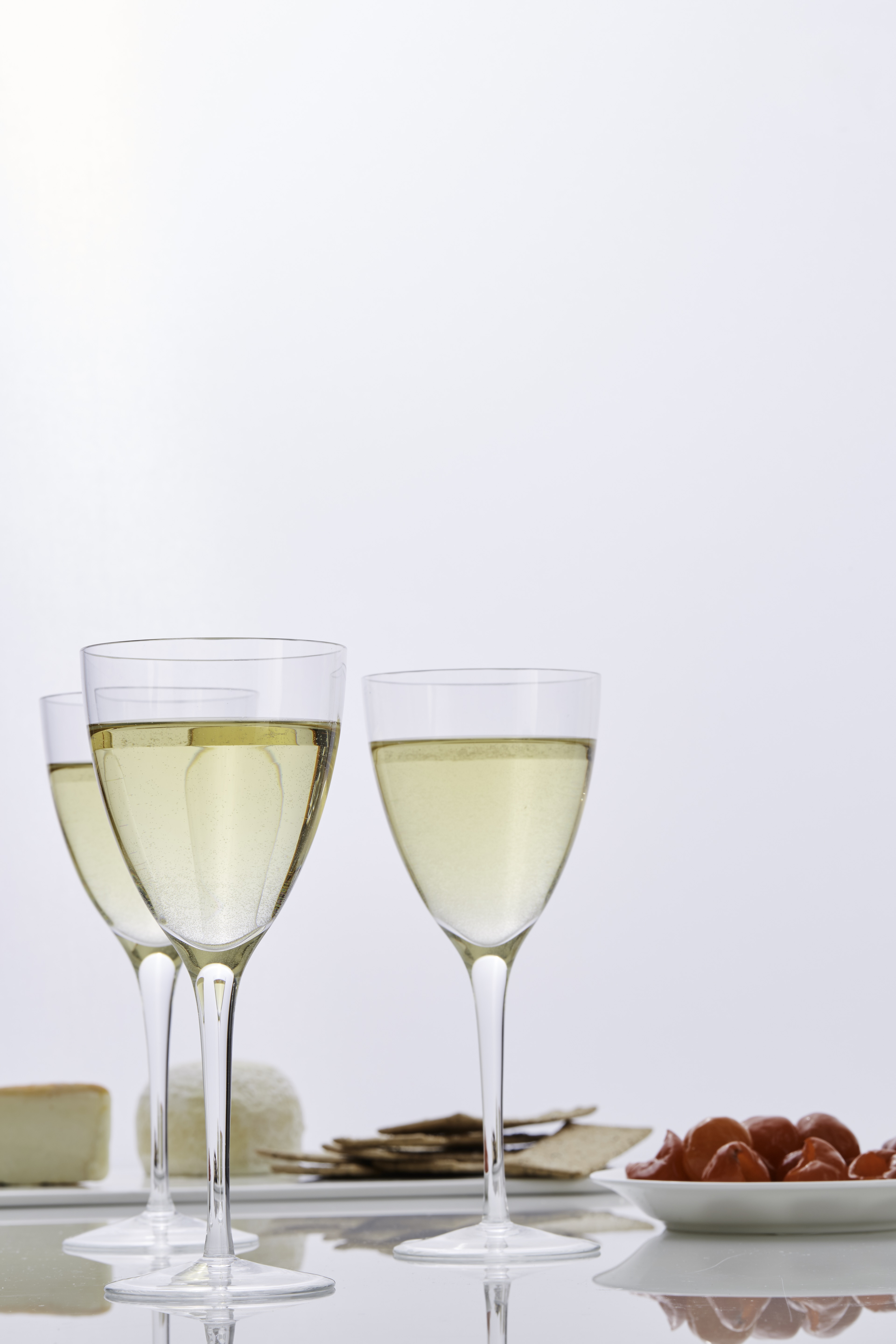 party-table-white-wine-glasses-0617-6378406