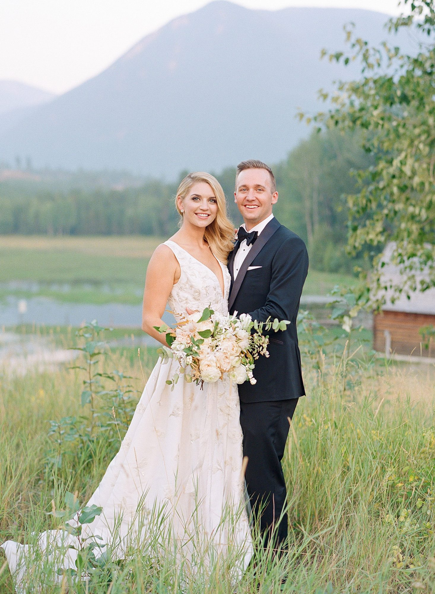 kaitlin jeremy wedding couple with mountains