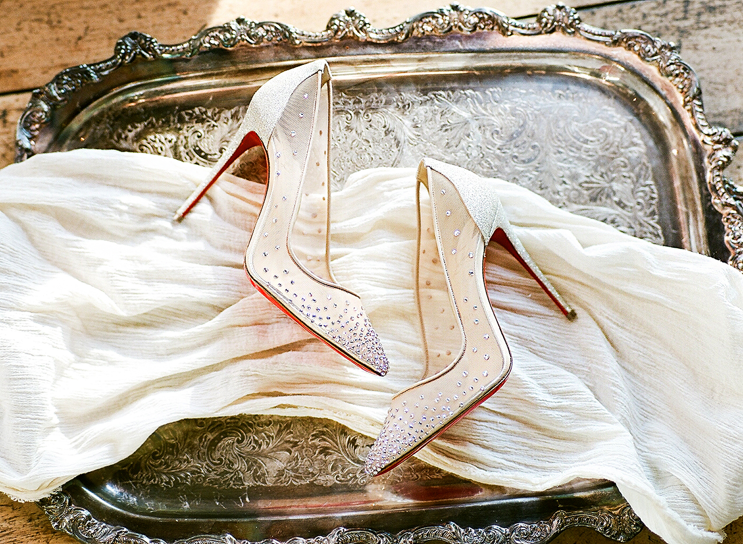europe style brides shoes on tray