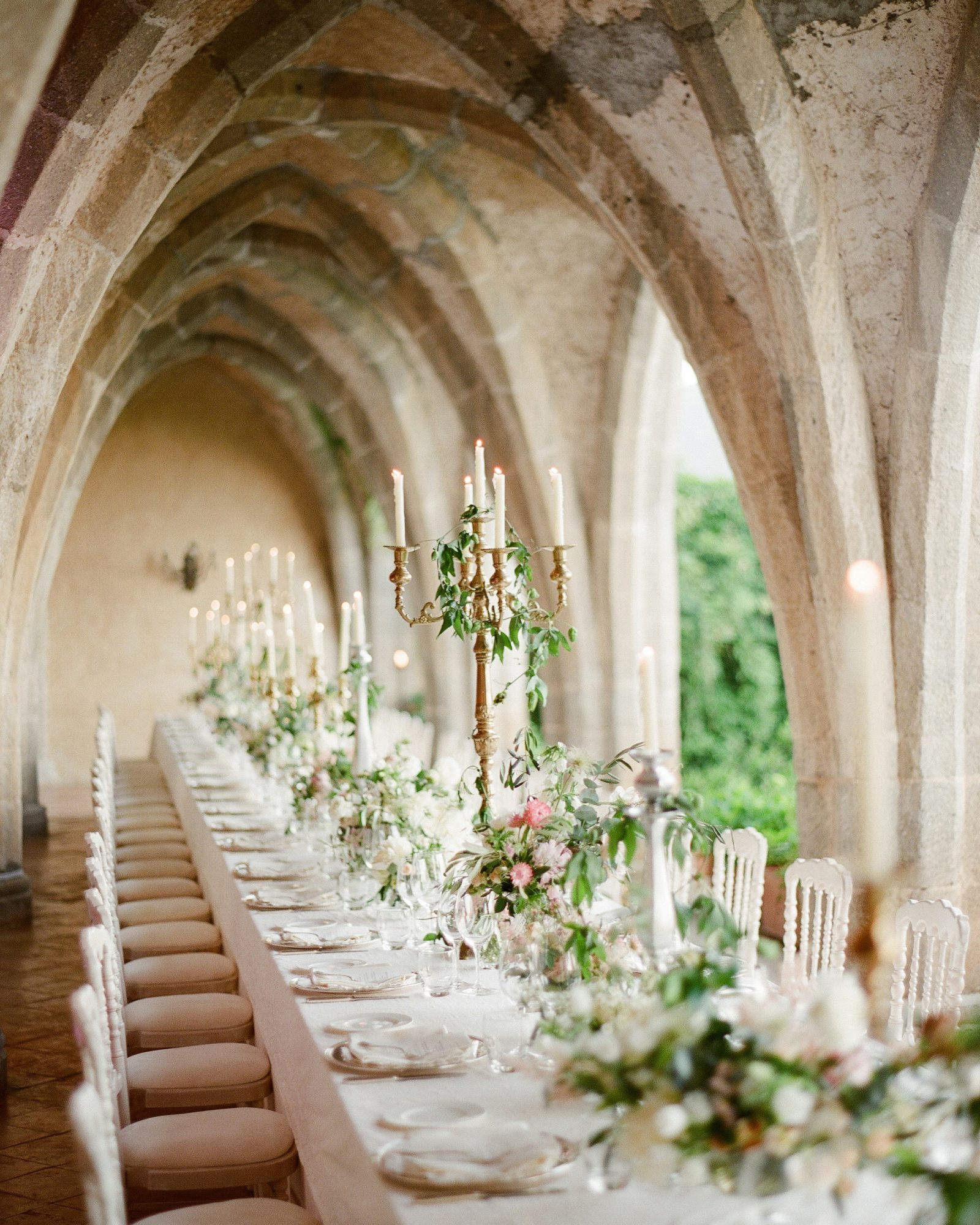 lisa greg italy wedding table tablescape candles arches