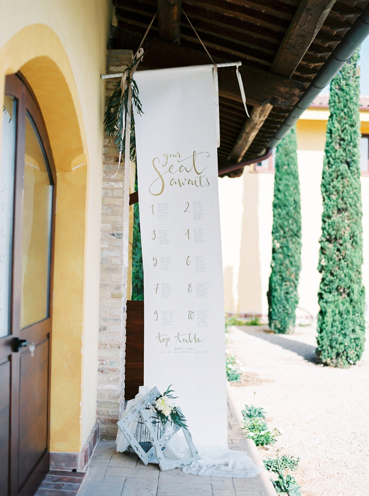 banner decor suspended seating chart