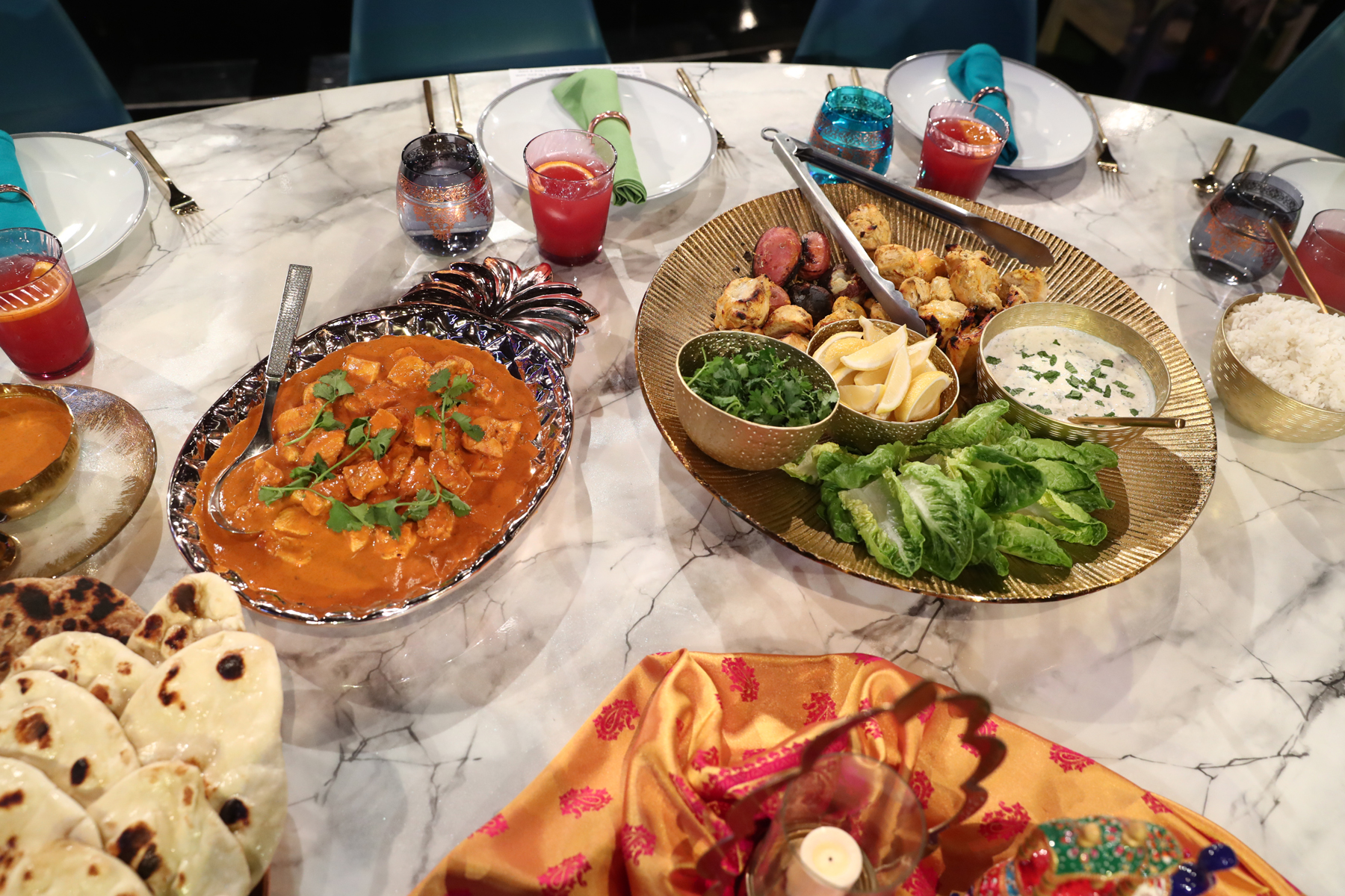 martha and snoop table setting with curry