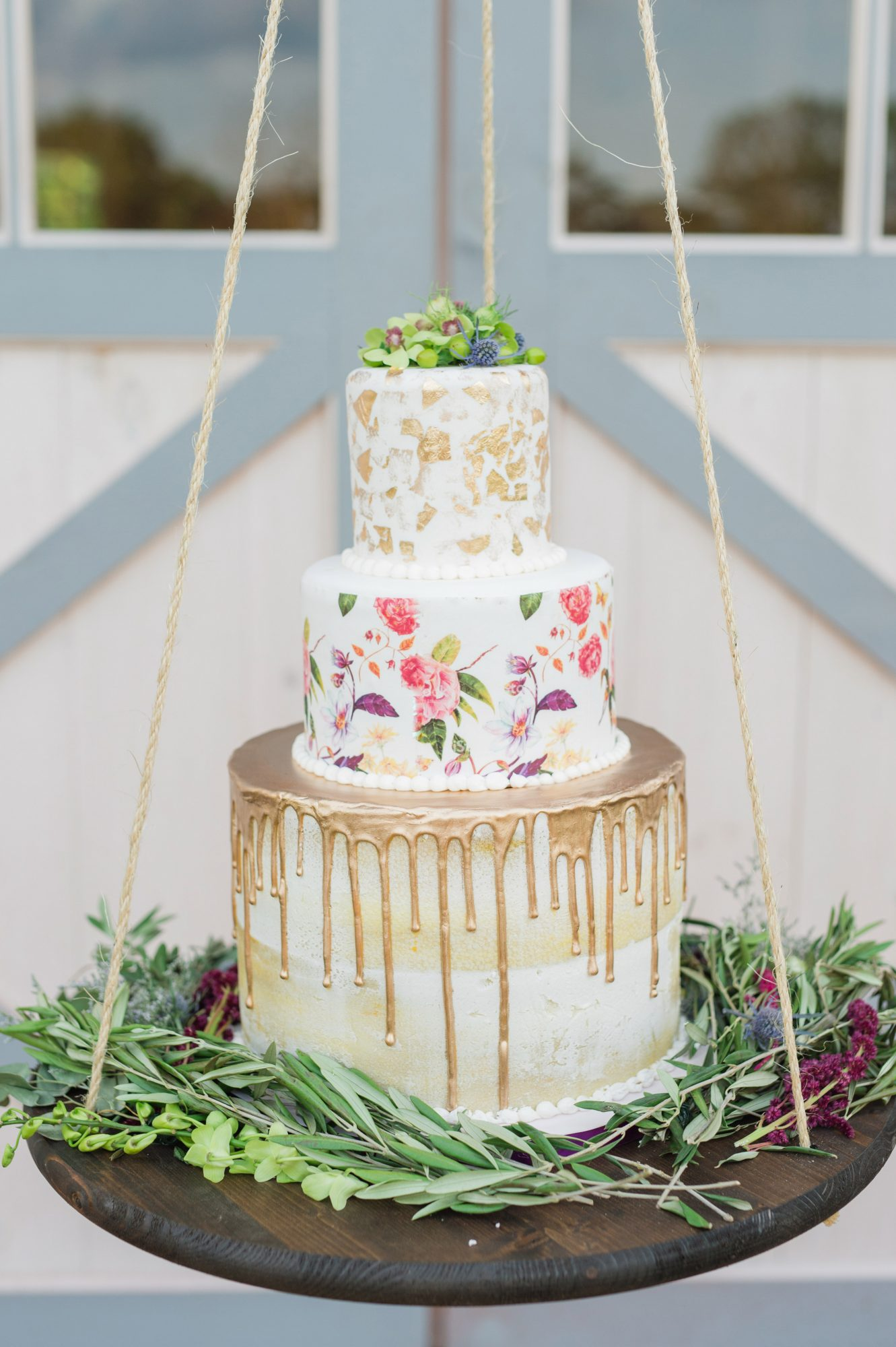 suspended wedding cake tables susan elizabeth photography