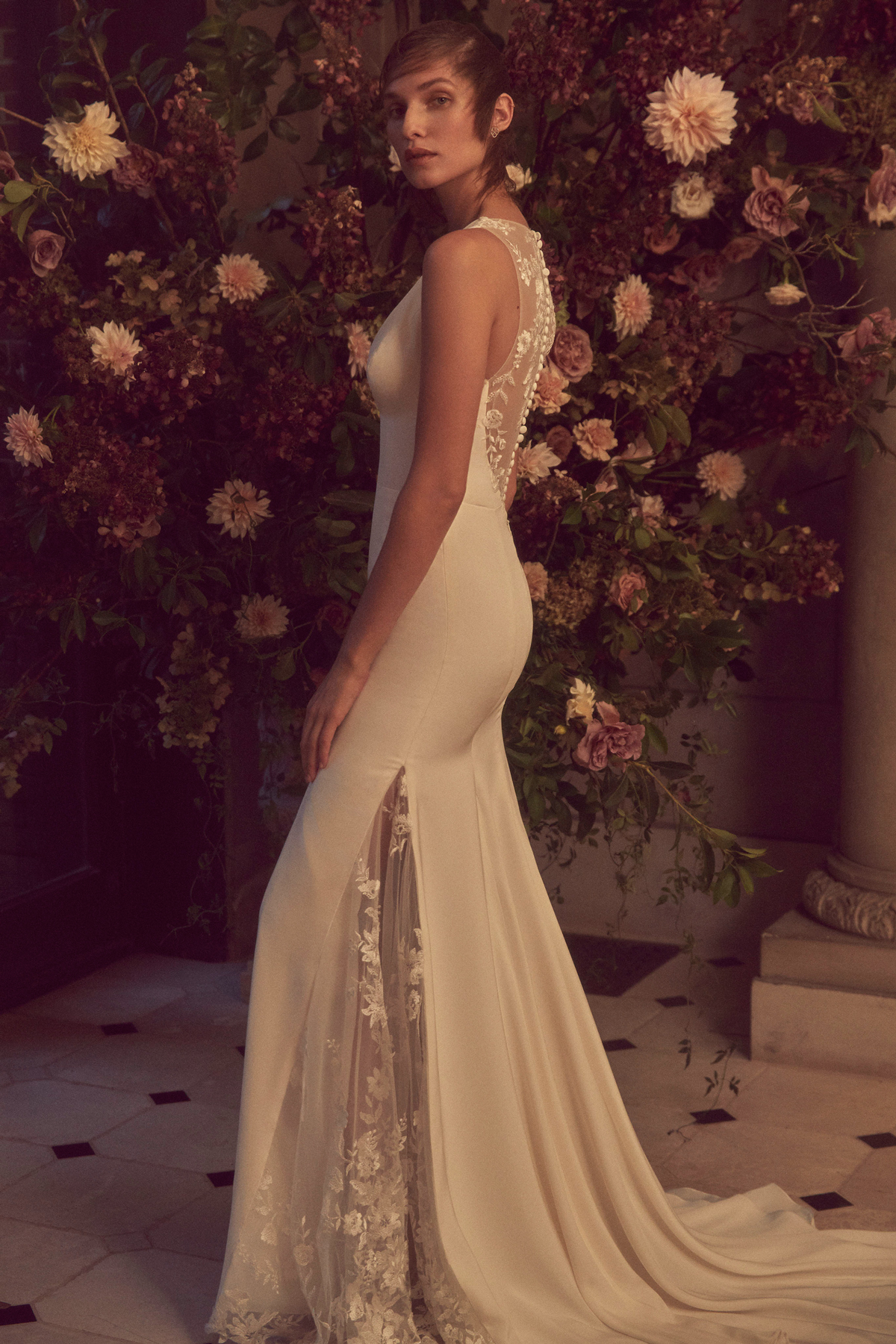 monique lhuillier bliss fall 2019 sheath with lace button down back and lace slit