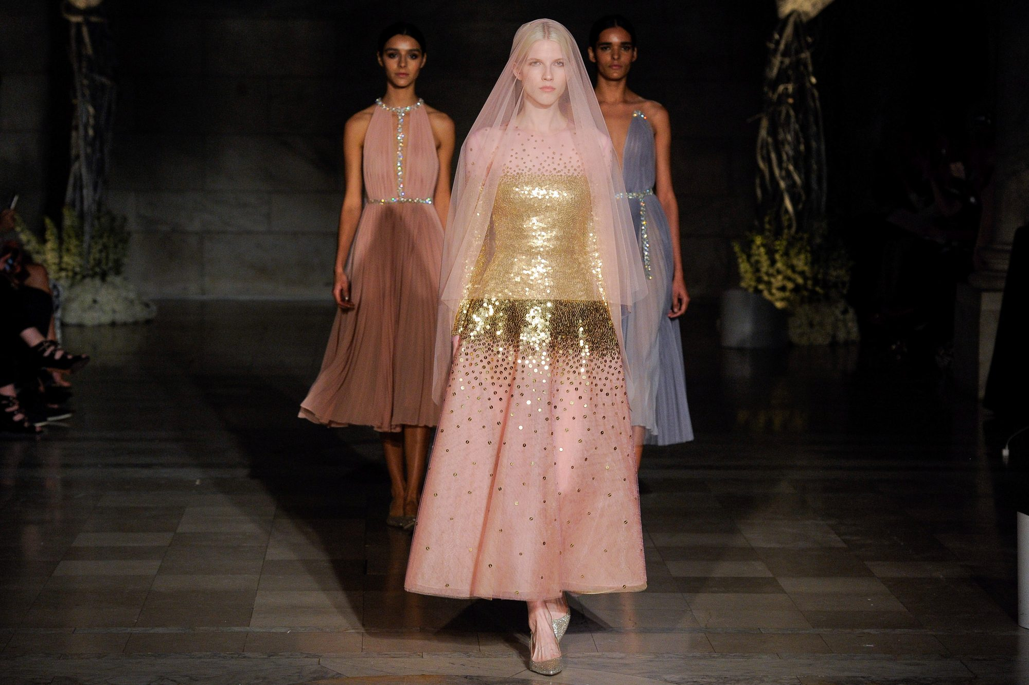 reem acra fall 2019 pink short with straight skirt glitter wedding dress