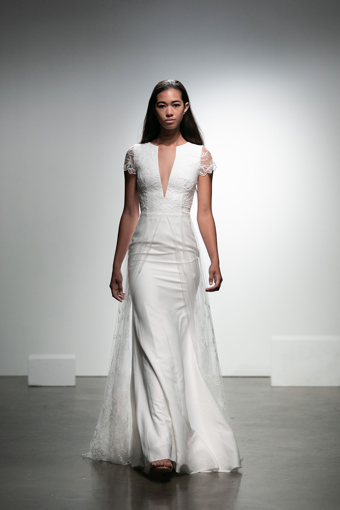 rime arodaky fall 2019 trumpet plunging v neck illusion short sleeves floral applique