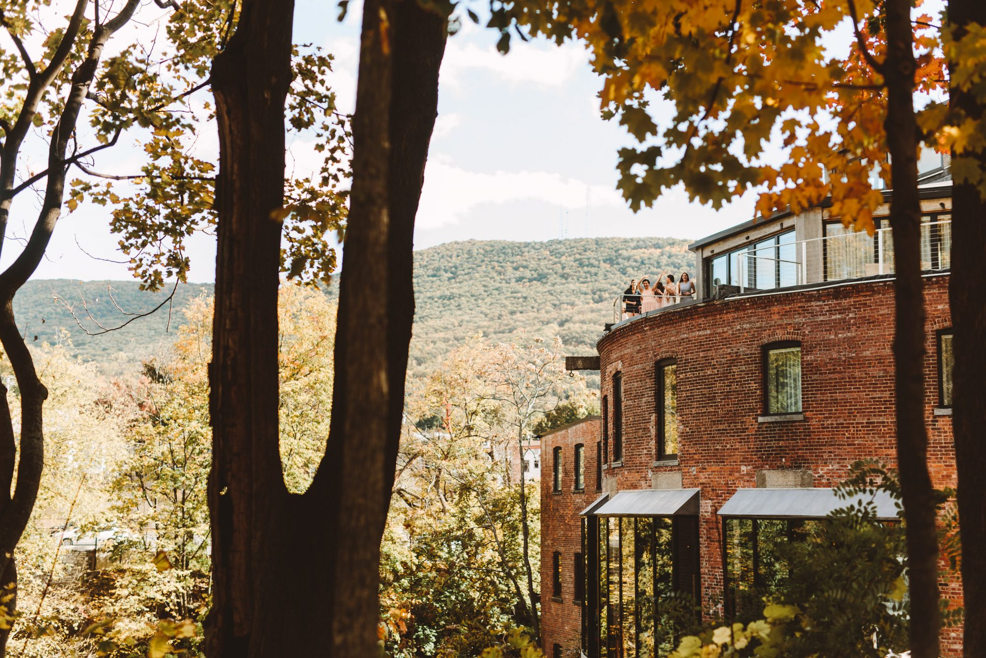 wedding venues with fall foliage roundhouse