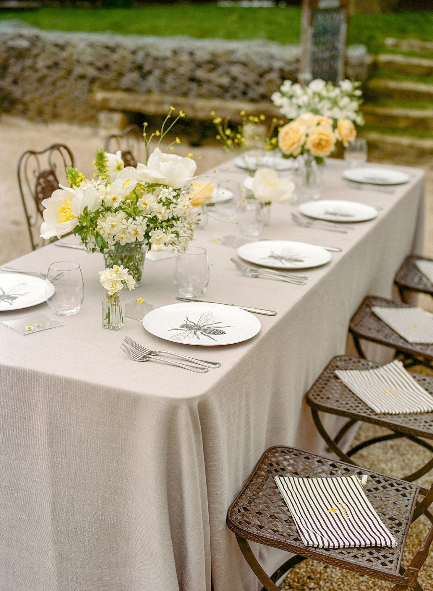 bee wedding ideas table setting plate