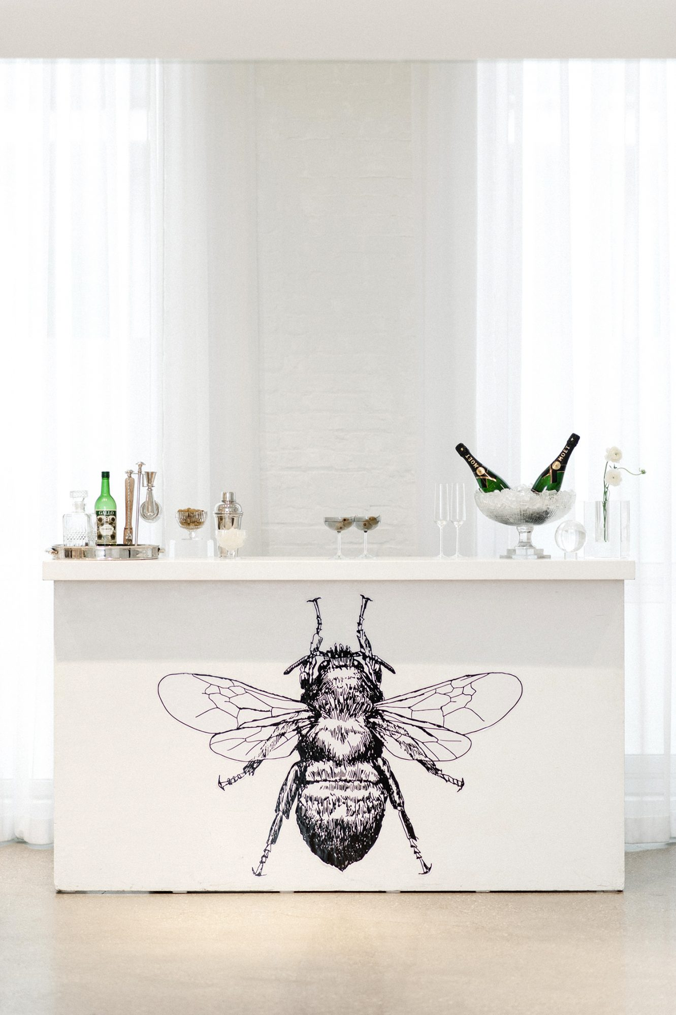 bee wedding ideas bar with black bee illustration