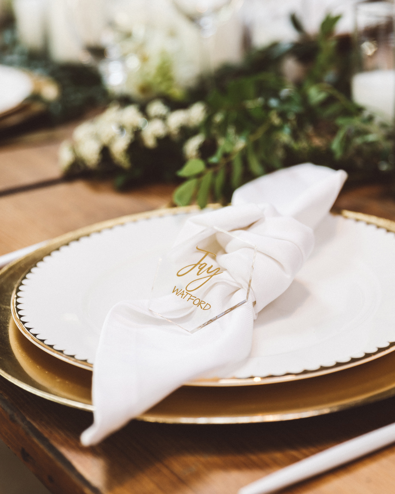 kaily matt wedding los angeles place setting with gold embellishments