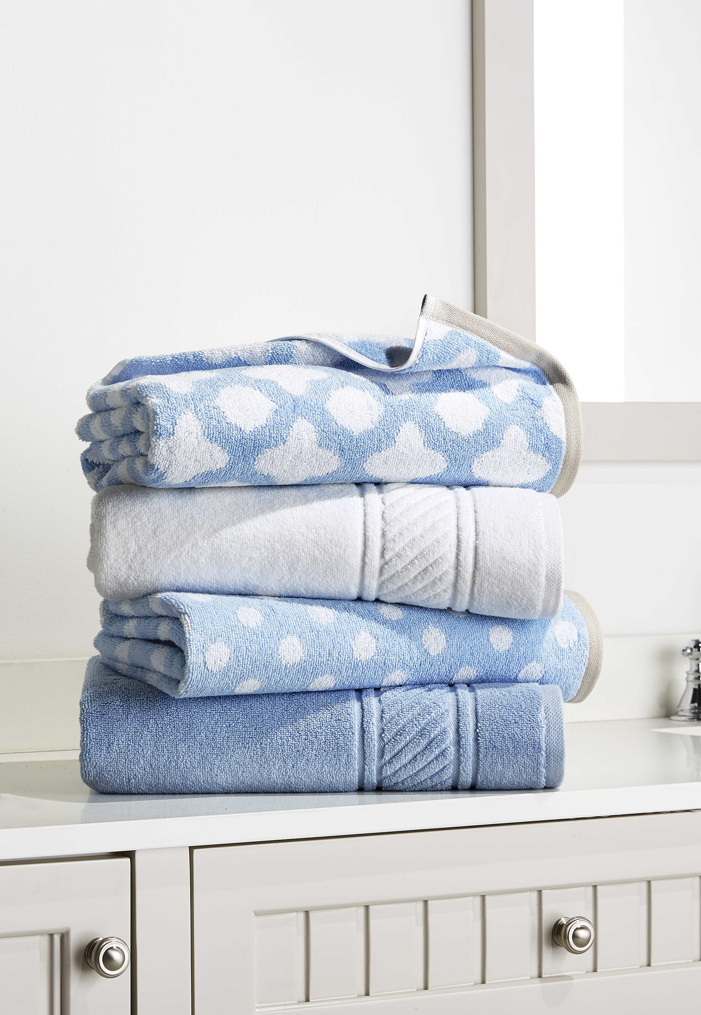 blue and white bath towels