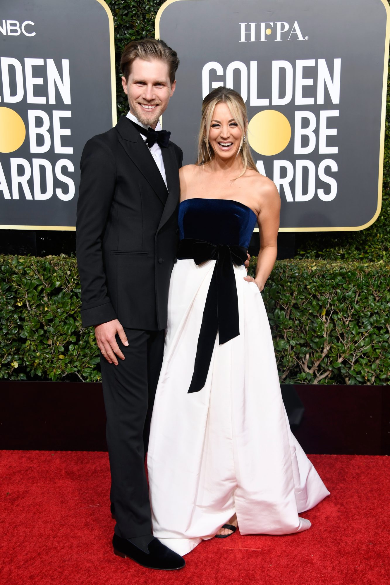 kaley cuoco and karl cook 2019 golden globes