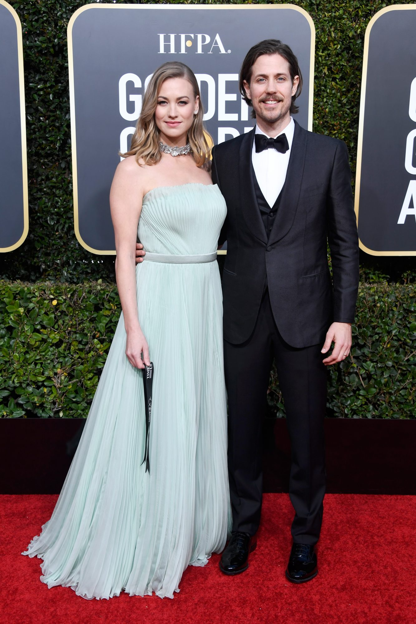 yvonne strahovski and tim loden 2019 golden globes