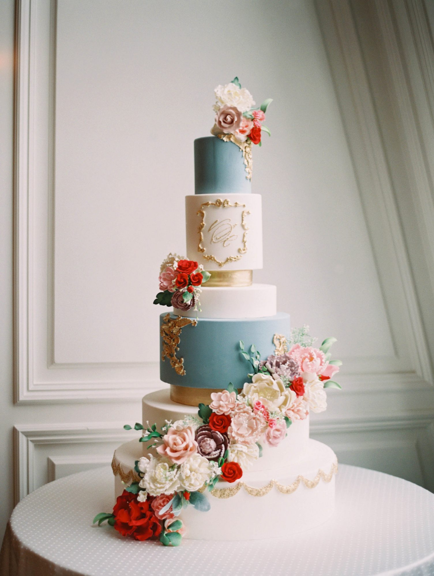 wedding cakes statement tier