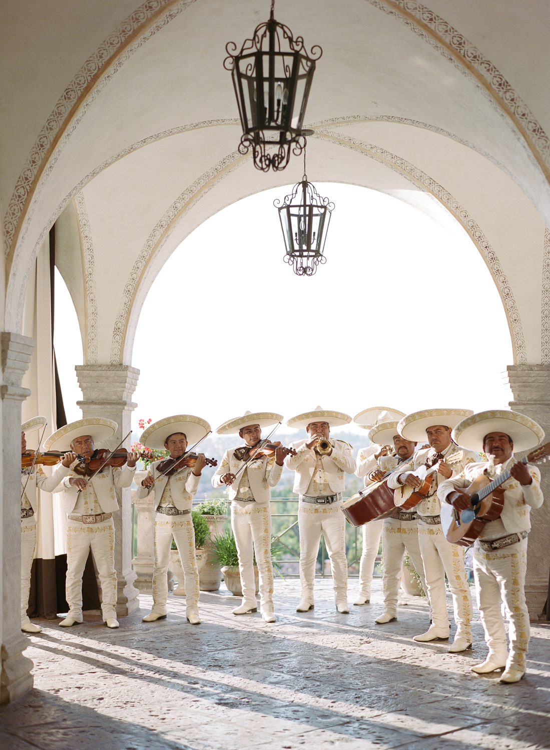 mariachi band playing at rehearsal dinner