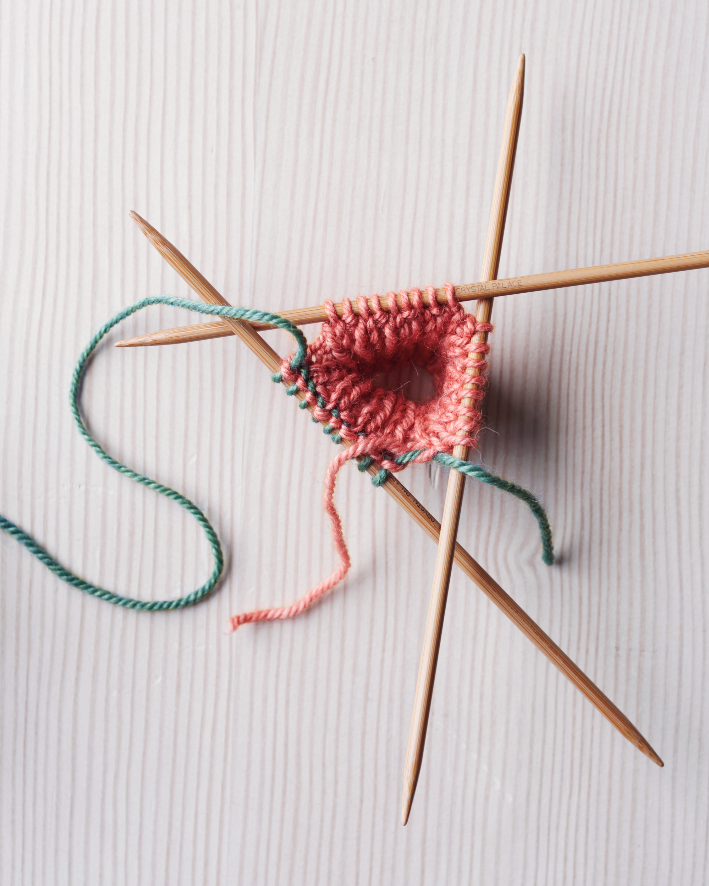 knit-mittens-how-to-step1-opt2-114-d112295.jpg