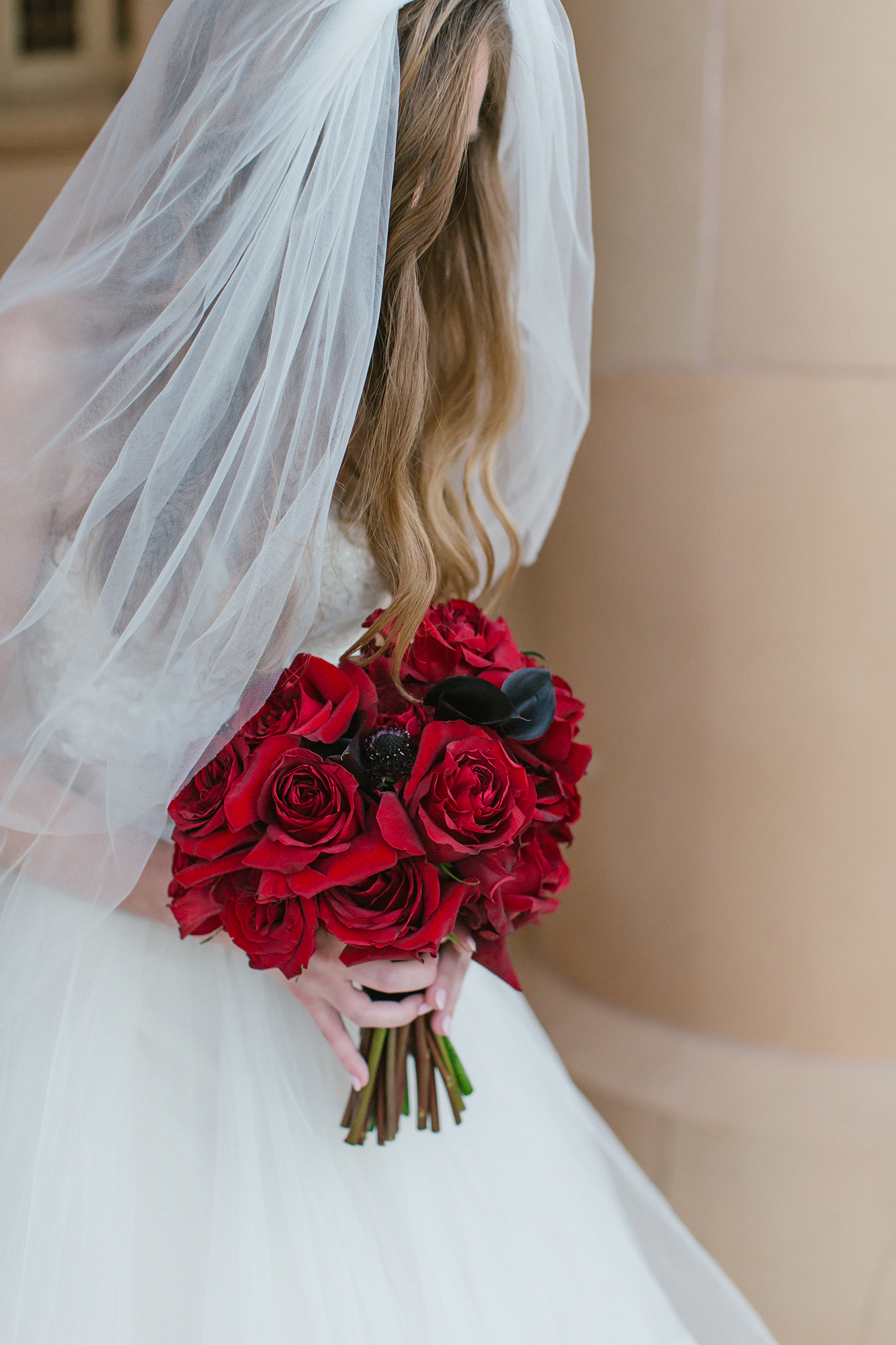 duff goldman johnna colbry brides bouquet red roses