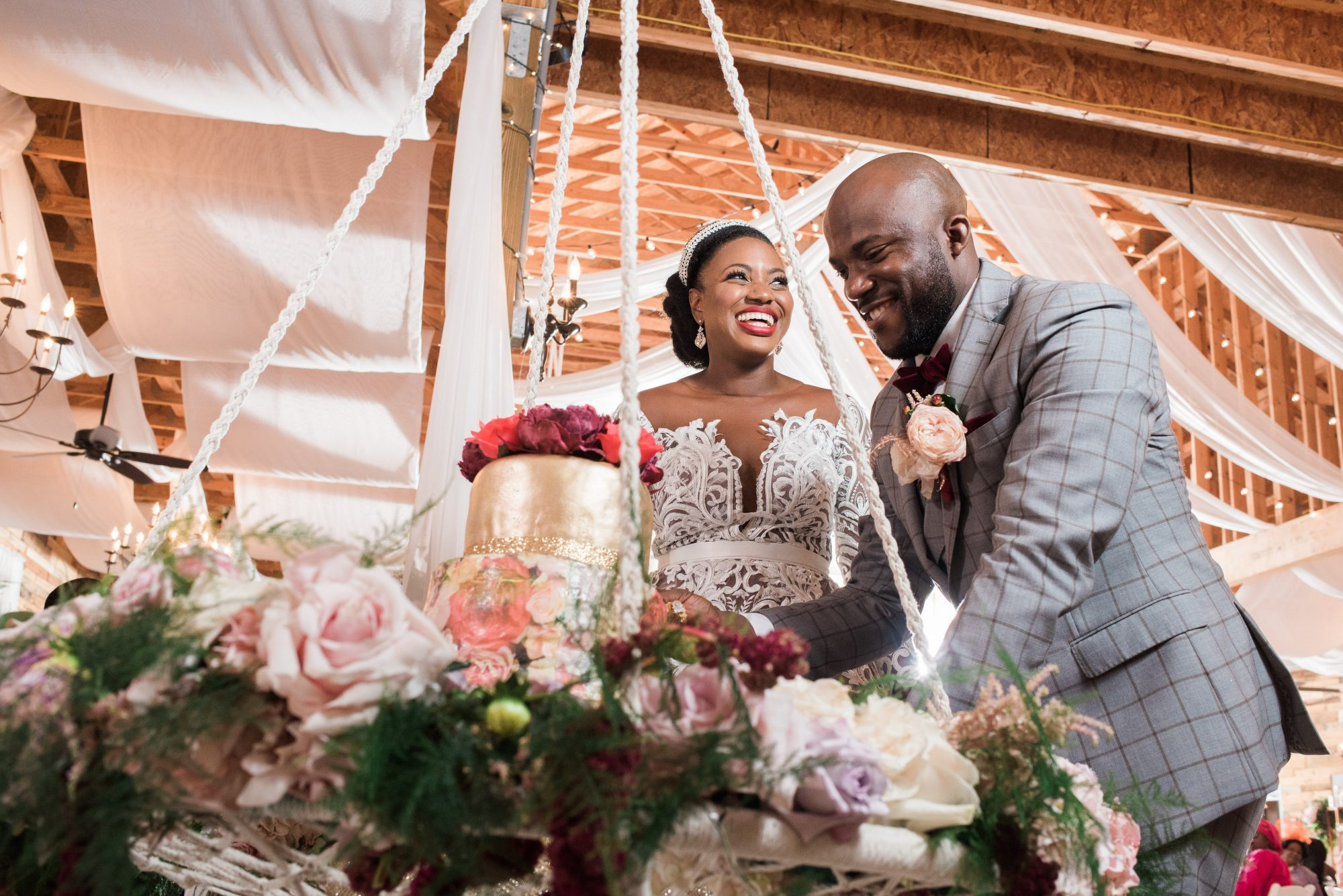 bisola and tomiwa wedding cake cutting ceremony
