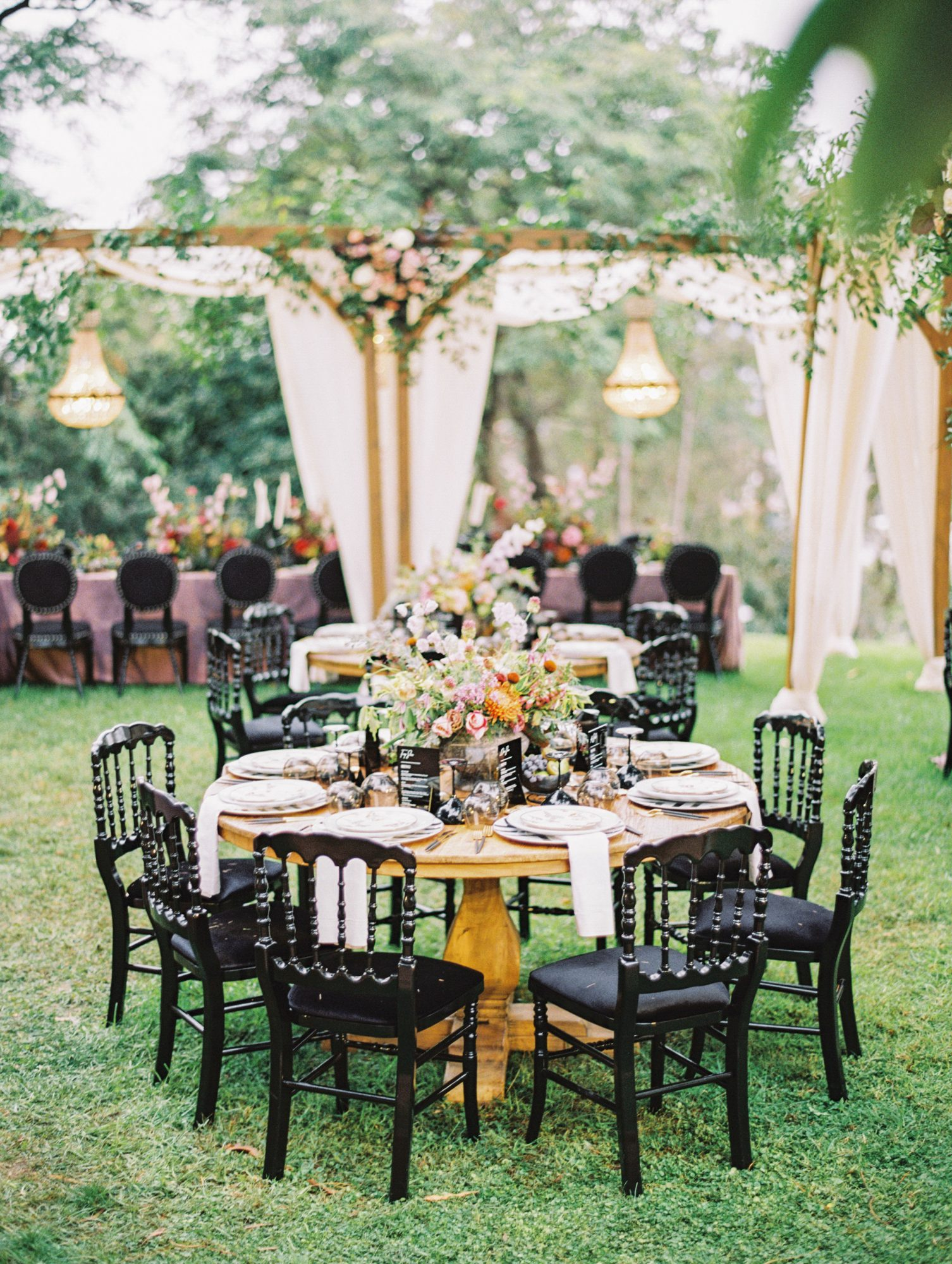 jamie and michael wedding round reception tables
