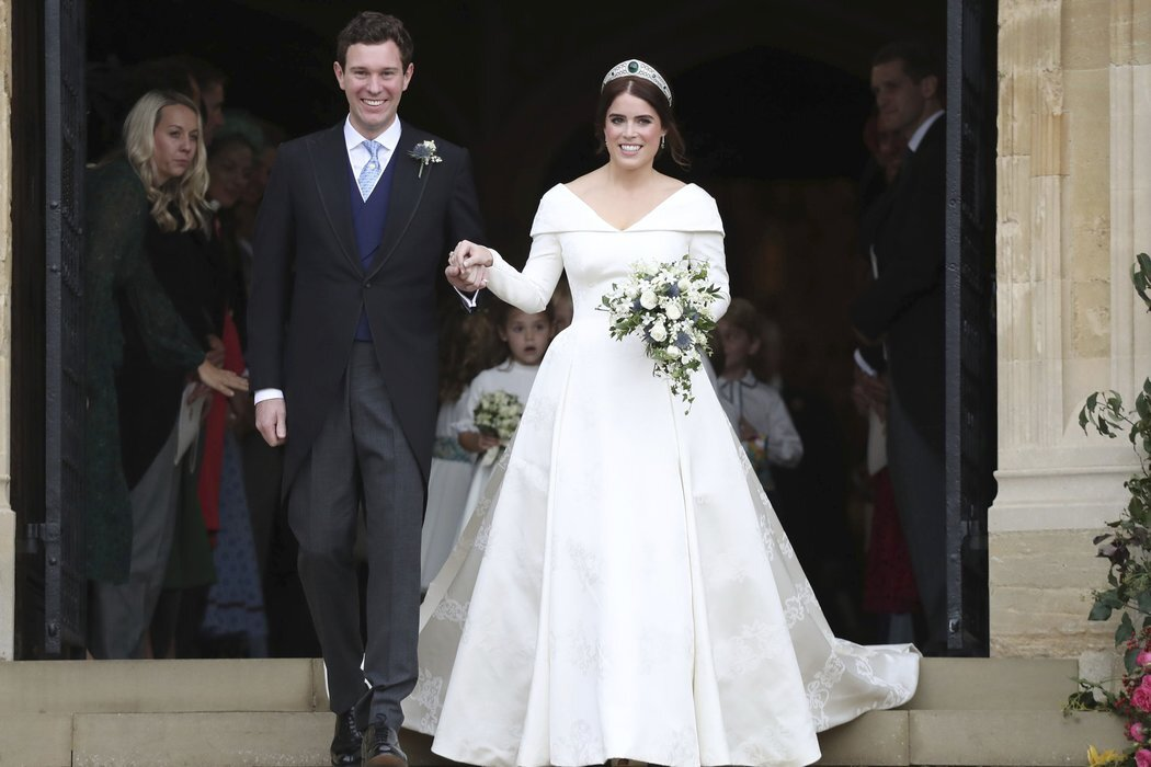 princess eugenie s wedding dress is about to go on display mdash right next to meghan markle s martha stewart https www marthastewart com 7859376 princess eugenie wedding dress exhibit