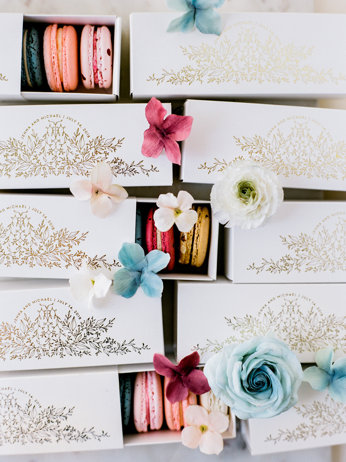 macaroon wedding favors in gold and white boxes