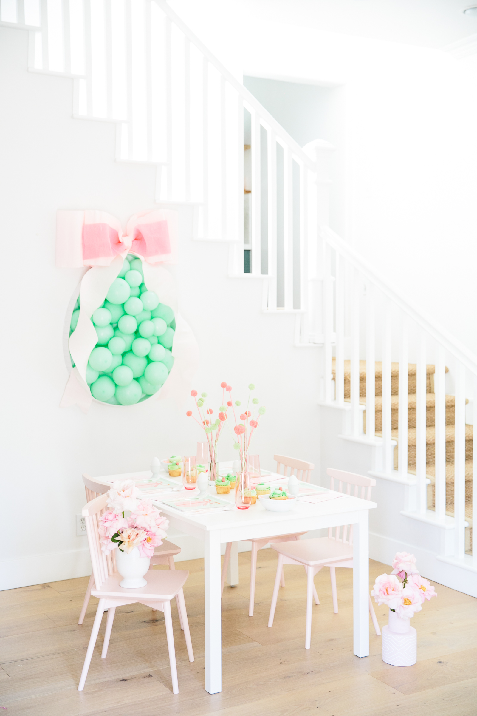 easter party kids table with green balloons