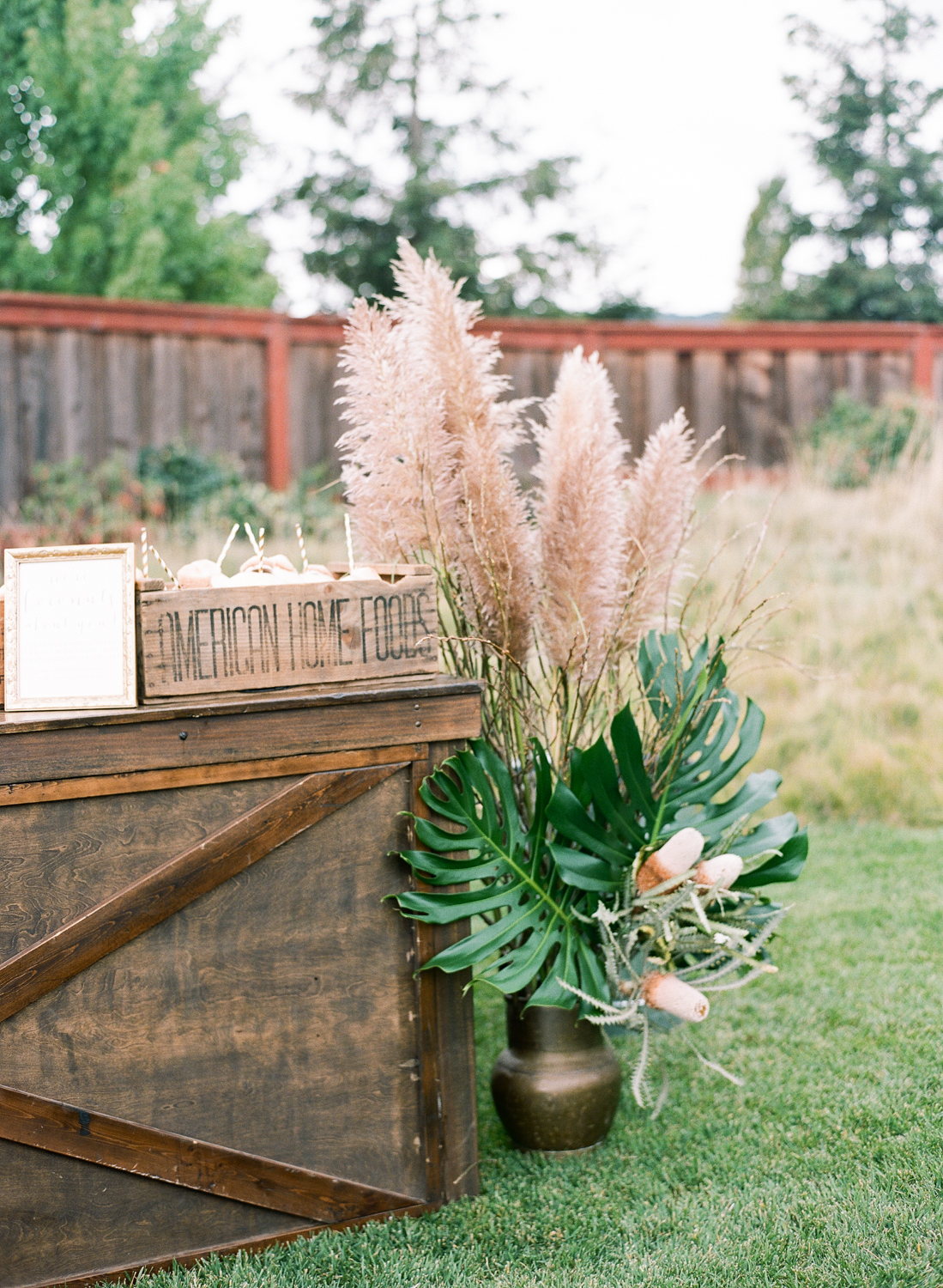garden rustic wedding decor