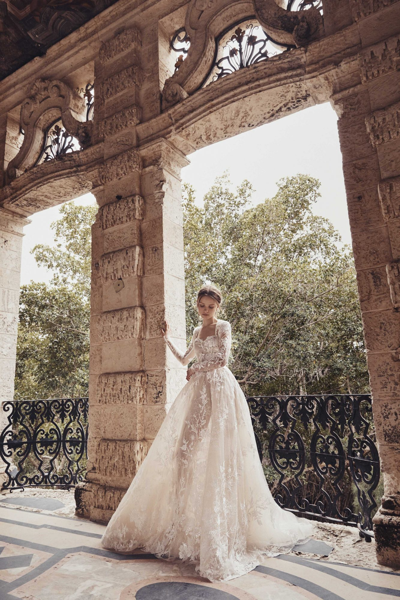 sweetheart lace long sleeve ball gown Monique Lhuillier Spring 2020