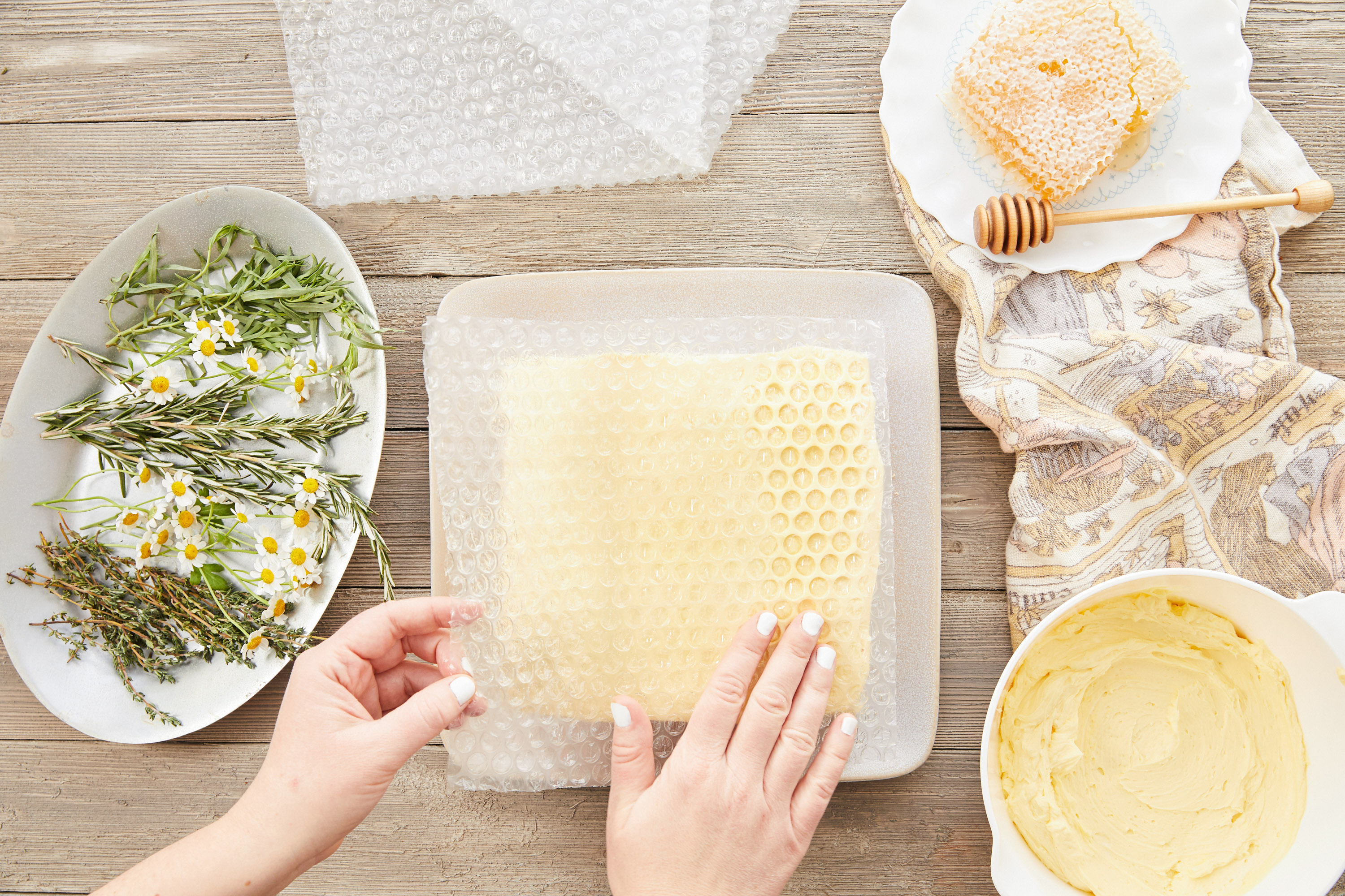 pressing bubble wrap for honeycomb pattern on cake