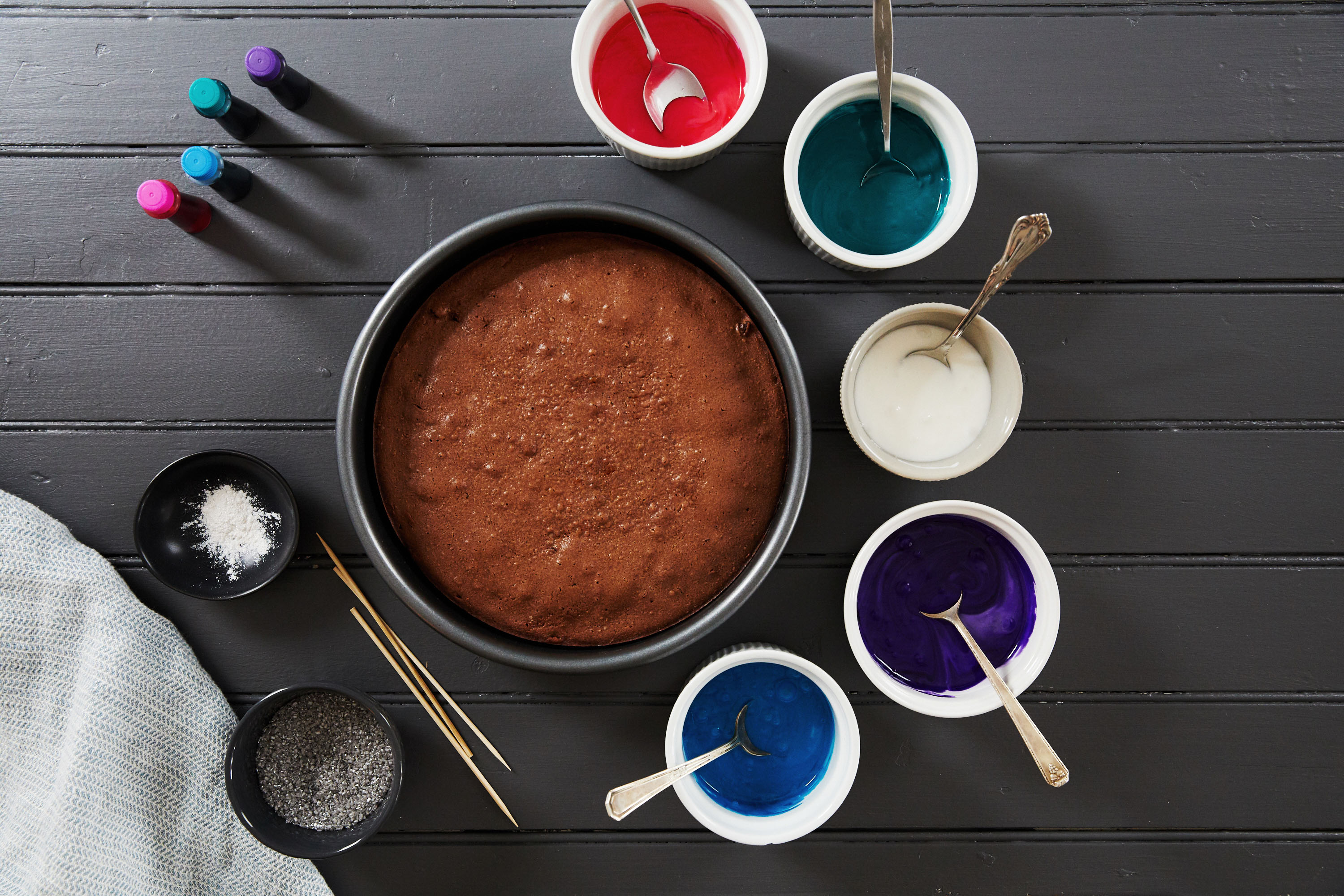 galaxy cake how-to with colored icing bowls