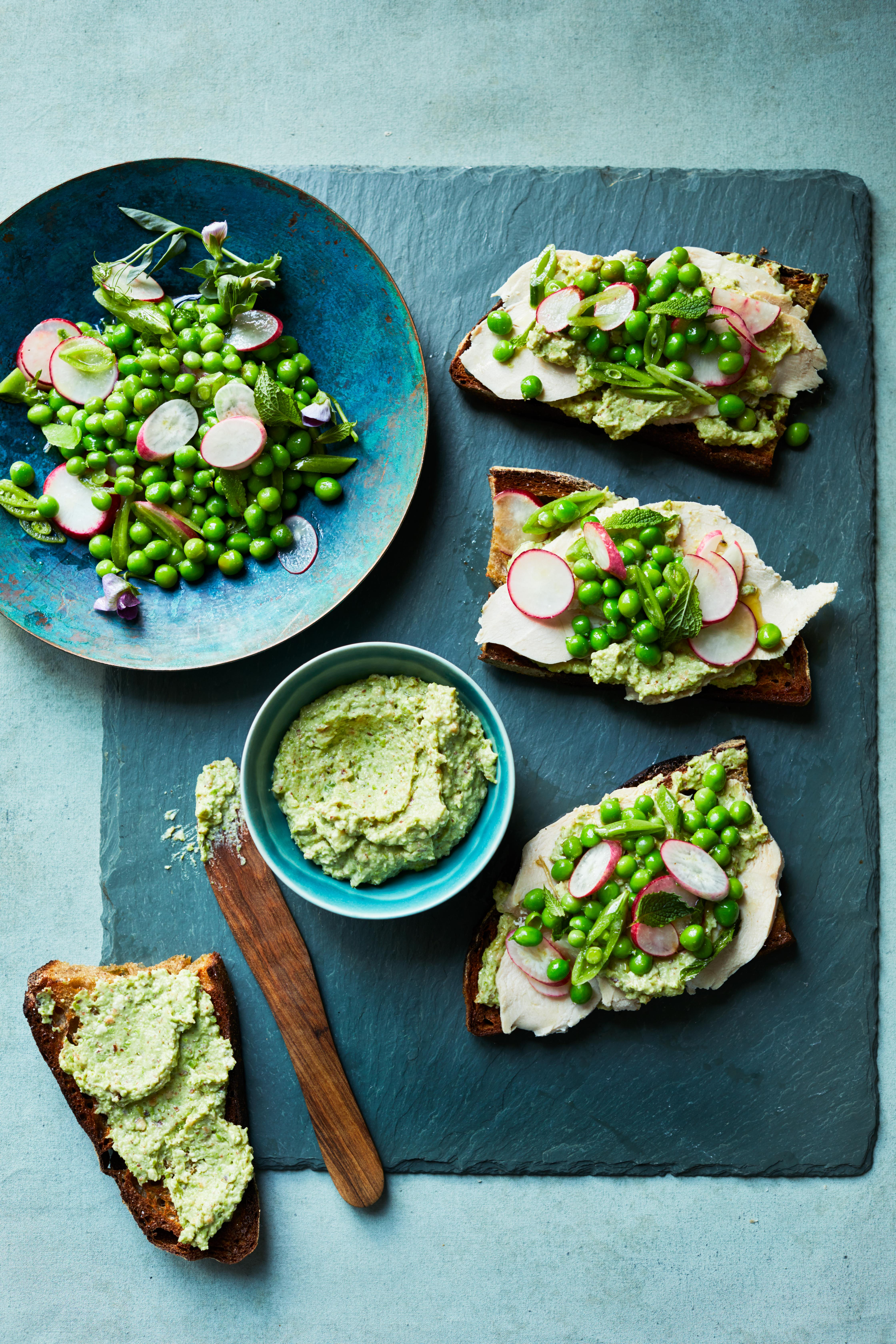 poached chicken sandwiches with peas and radishes