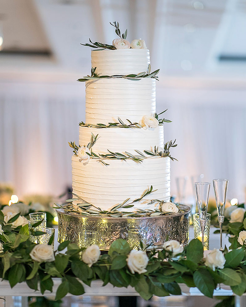 danielle kevin wedding cake with leaves