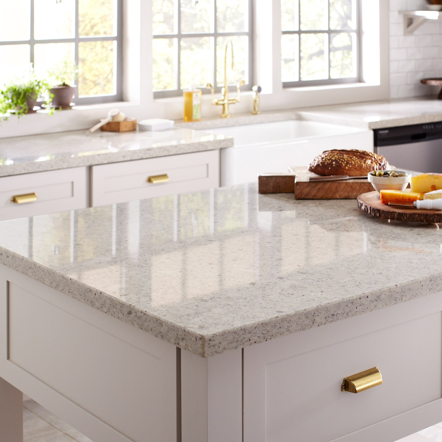 How to Choose Between Quartz or Granite Kitchen Countertops ...