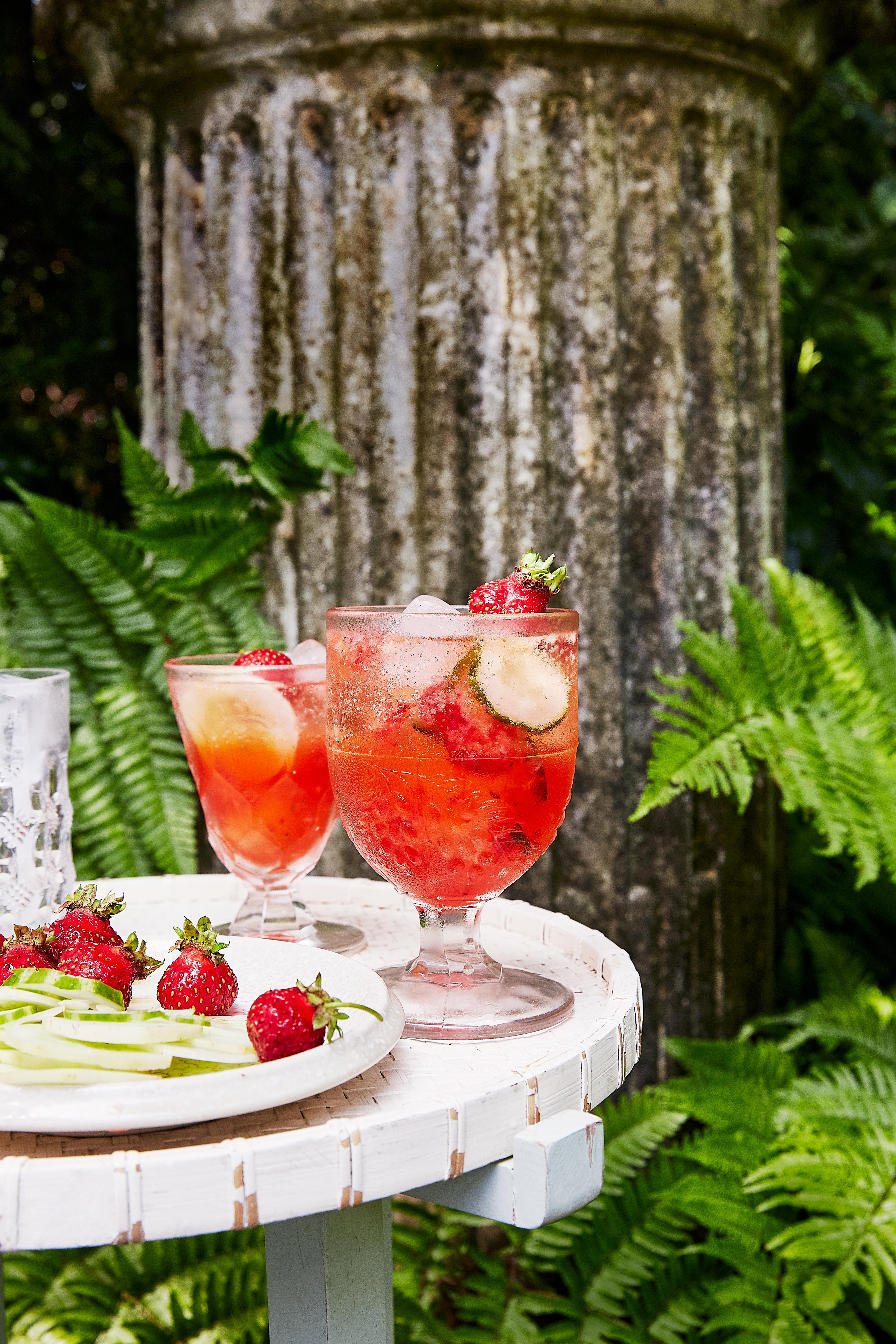 strawberry cucumber gin elderflower spritz