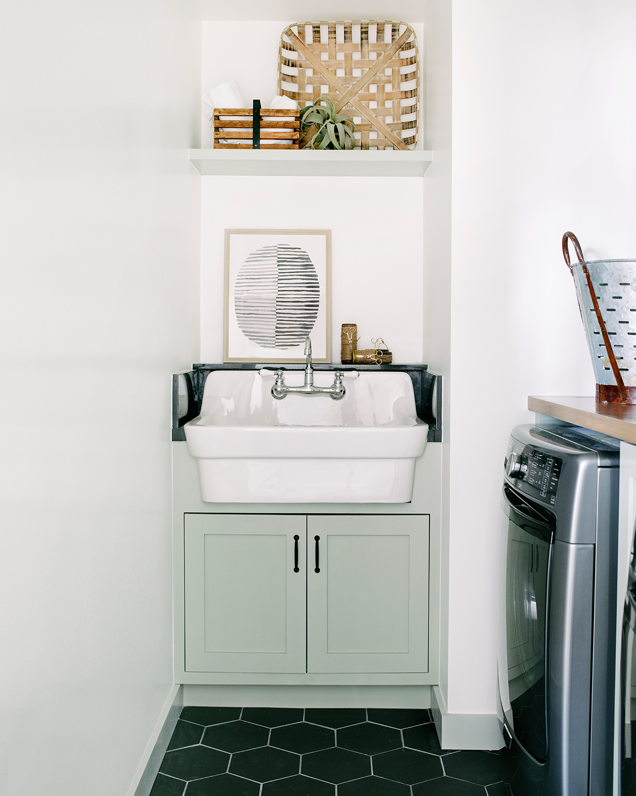 southern california house laundry room