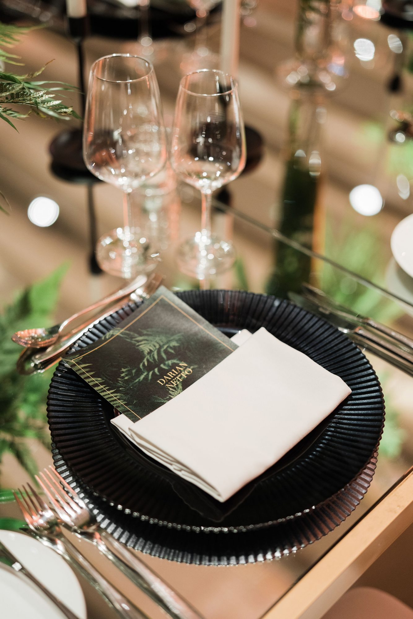 vanessa abidemi wedding place setting with black charger