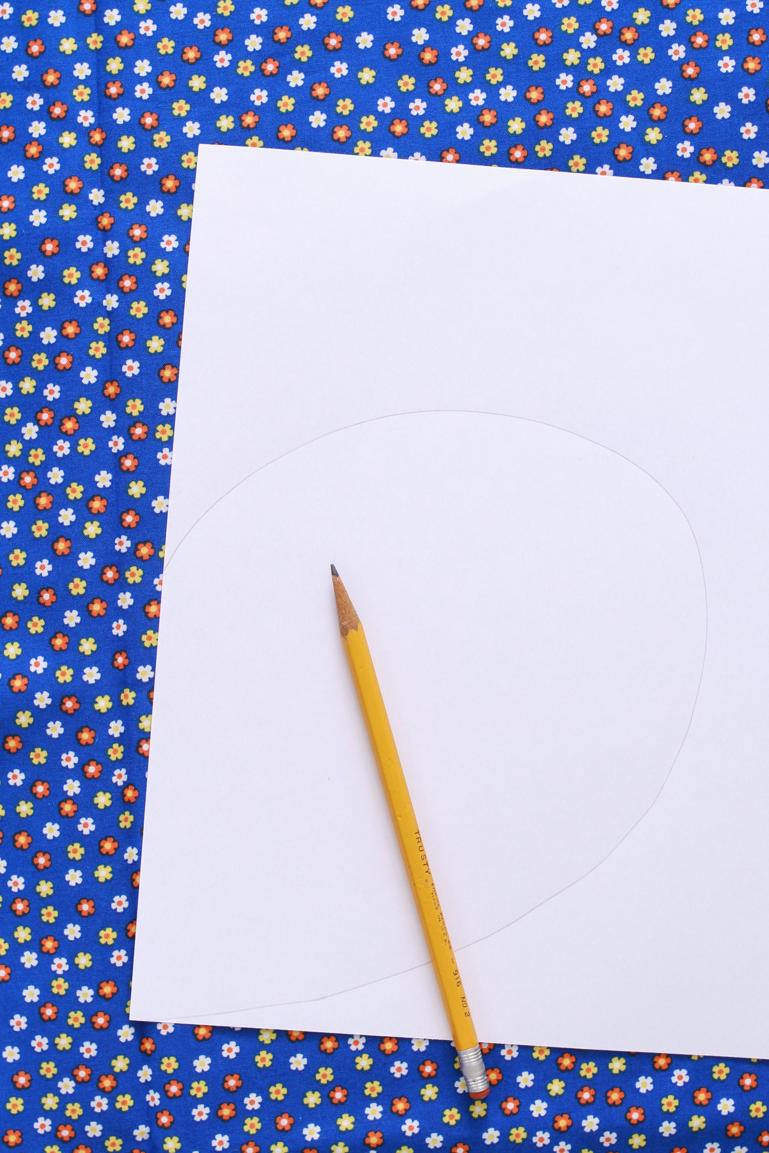 tracing a pocket to sew