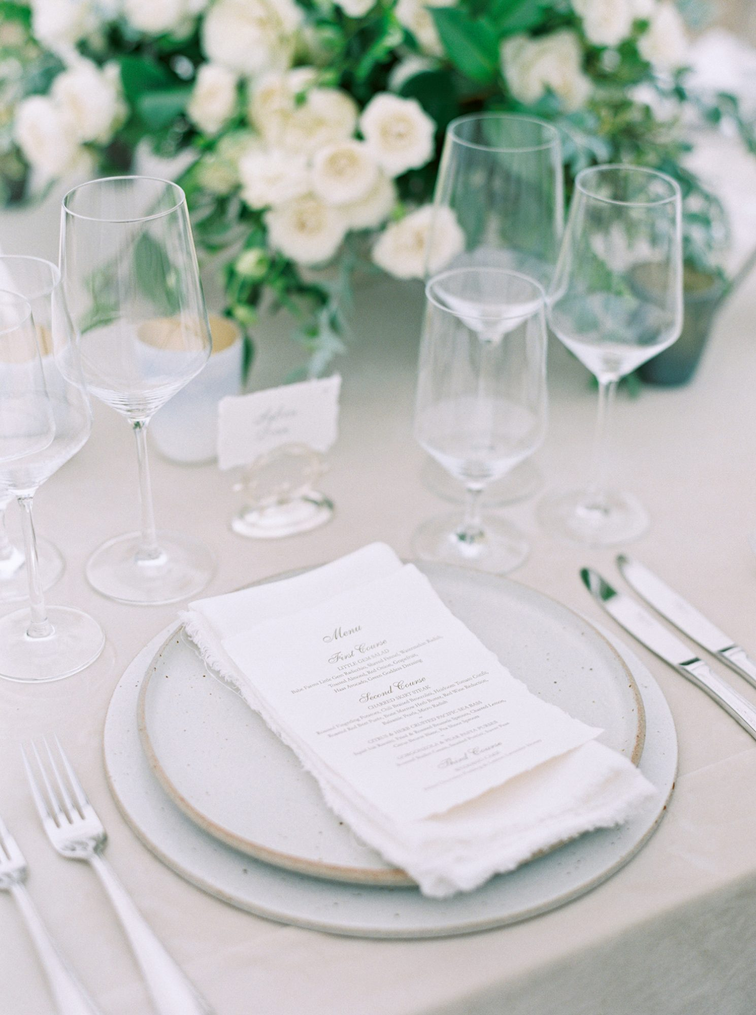 katie mike wedding place settings with menus