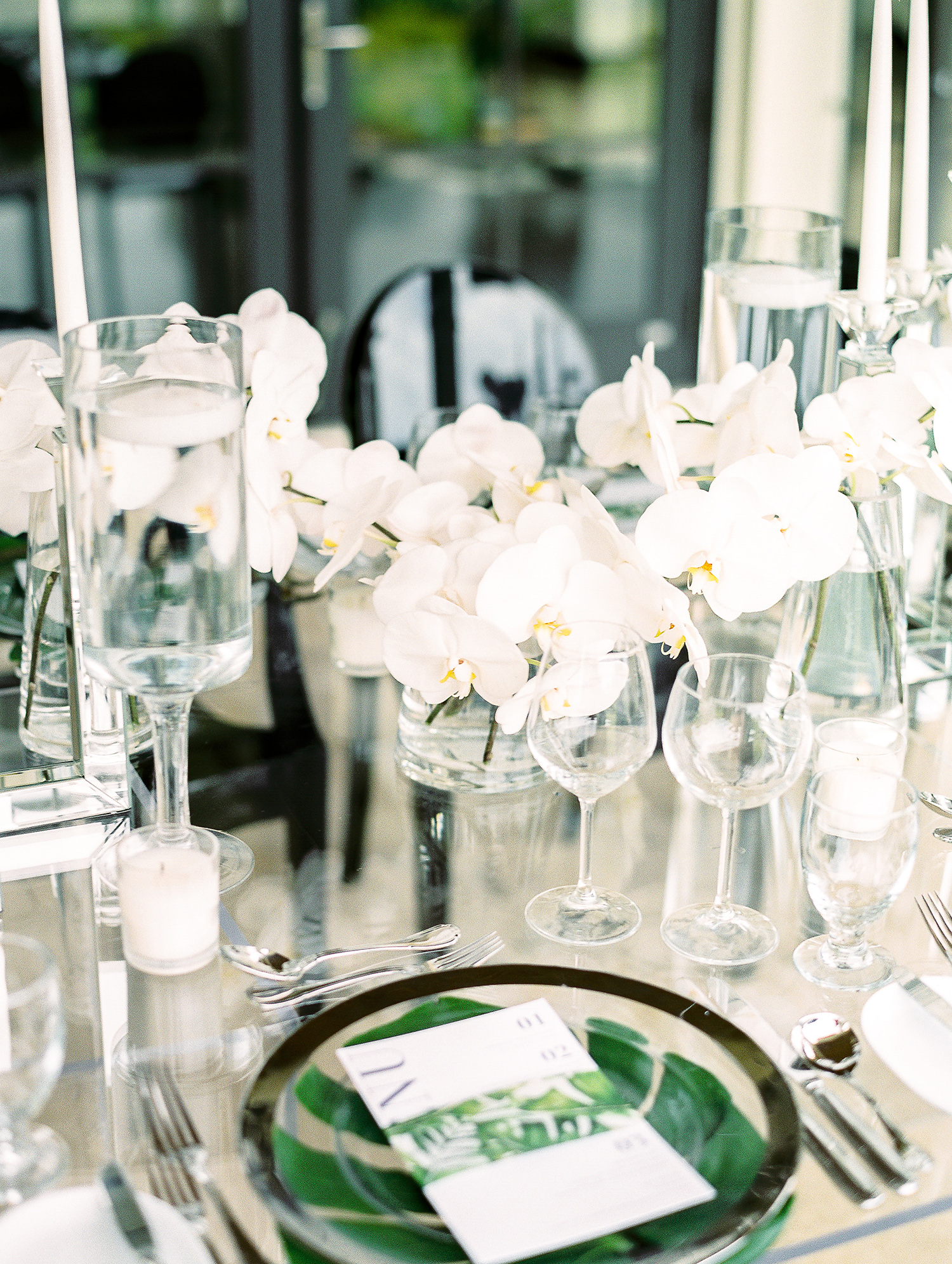 melissa leighton wedding centerpieces green chargers