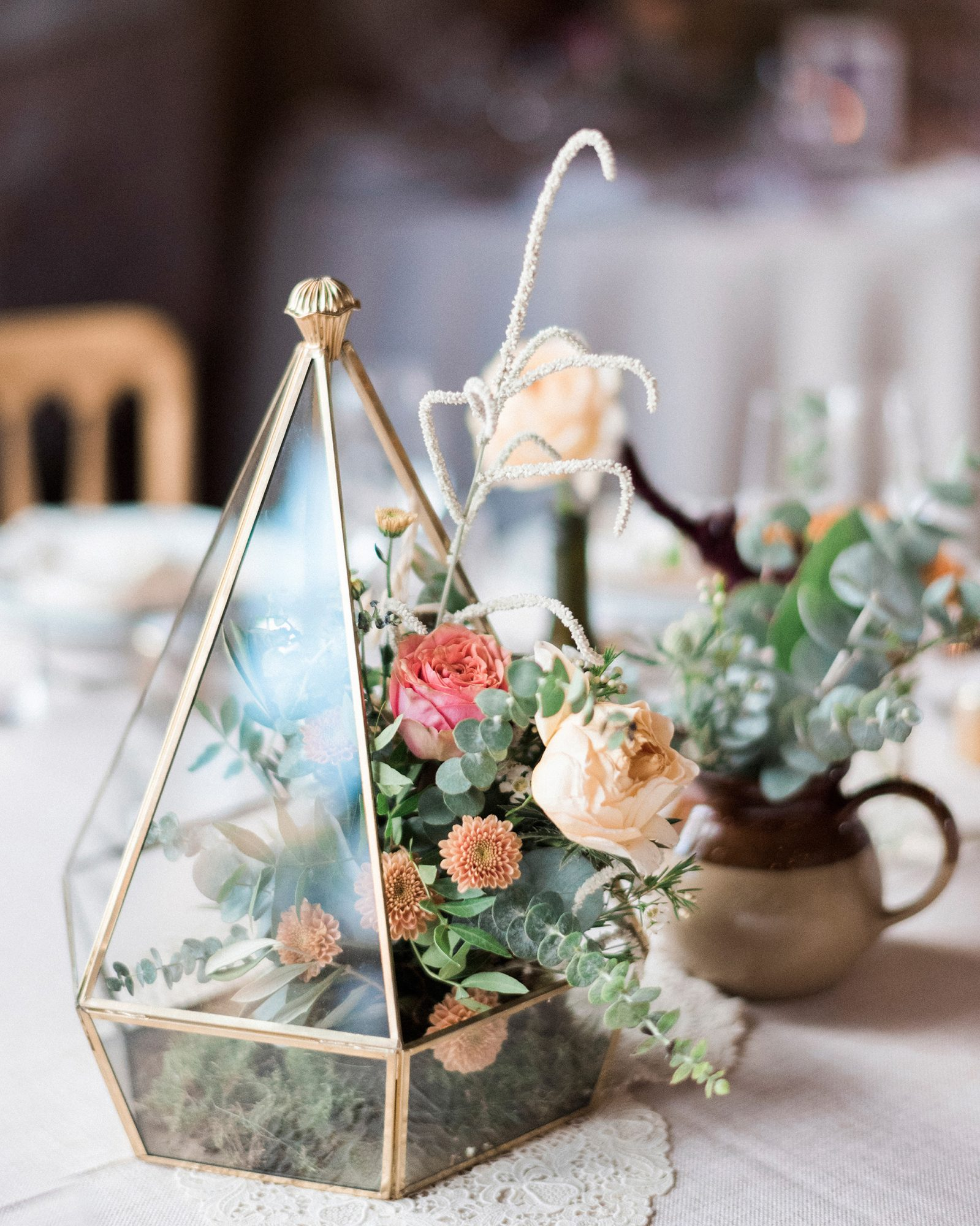 terrarium wedding ideas overflowing arrangement