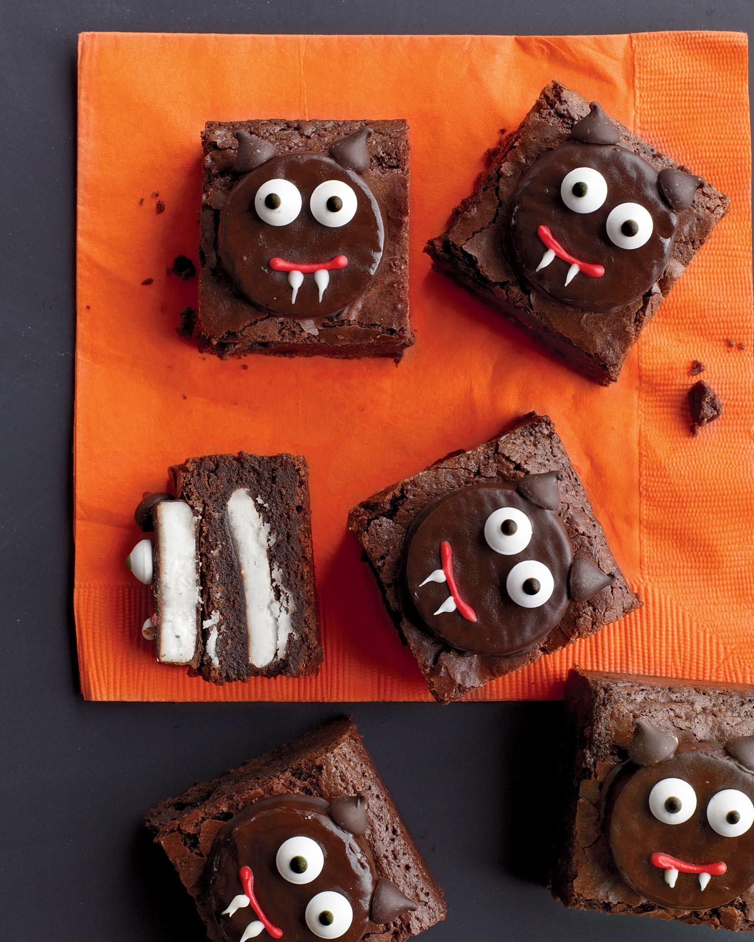 how_to_decorate_scaredy-cat_brownies.jpg