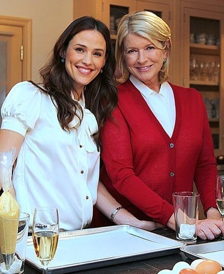 martha and jennifer garner in kitchen