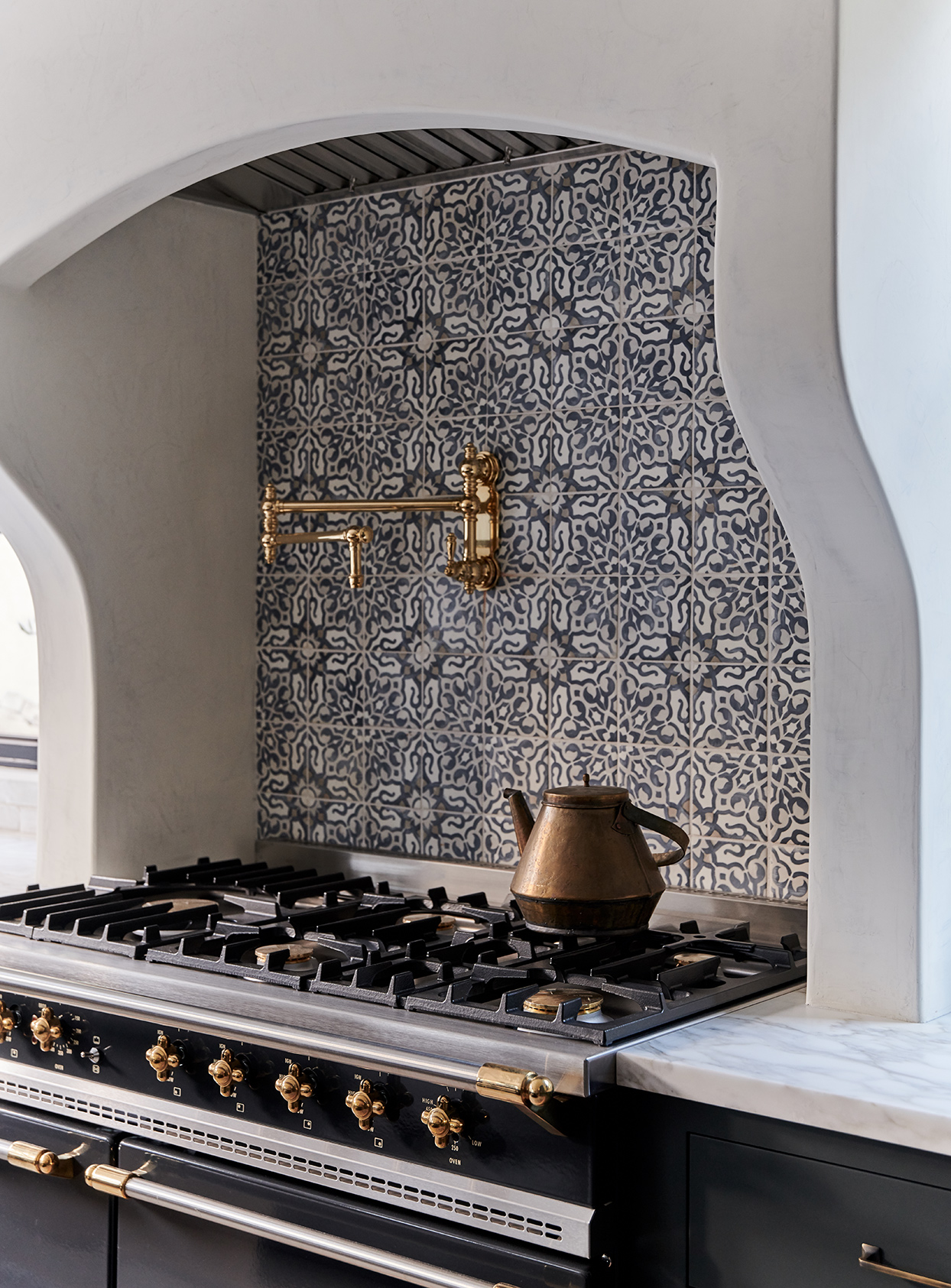 11 Unique Tile Backsplashes That Make