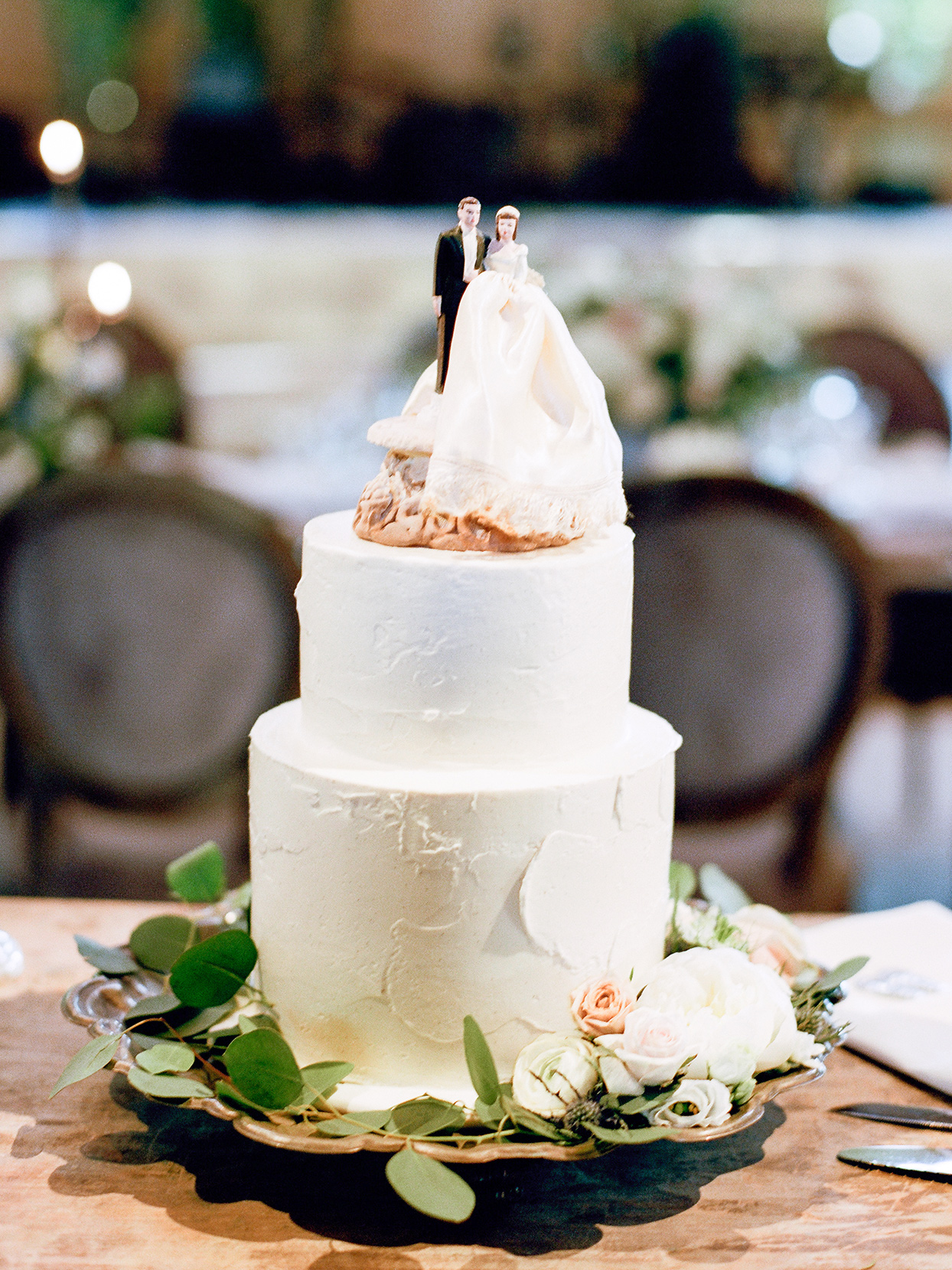 jessica aaron wedding cake with couple topper